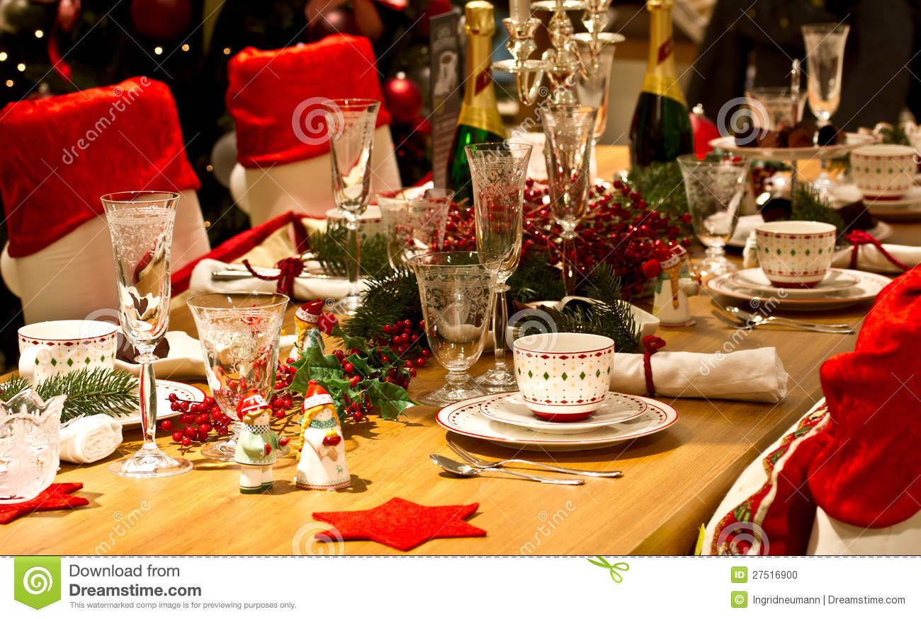 Elegant dinner table setting - Elegant Christmas Table Setting In Red