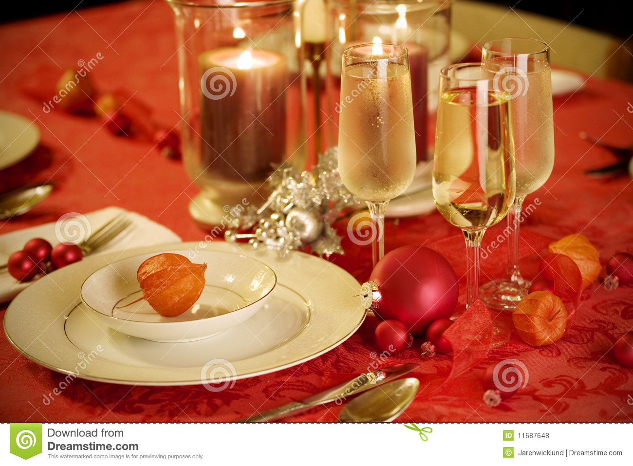 Elegant Christmas Table Setting In Red And Gold Stock Photo - Image of drink dining 11687648 & Elegant Christmas Table Setting In Red And Gold Stock Photo - Image ...