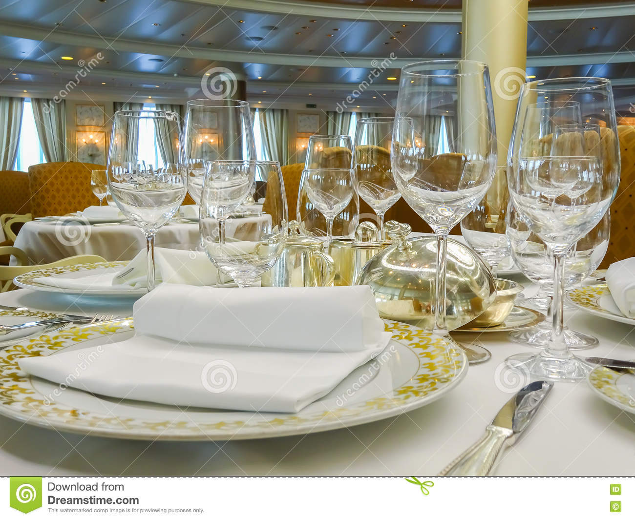 Elegant dinner table setting - Elegant Dinner Setting On Cruise Ship