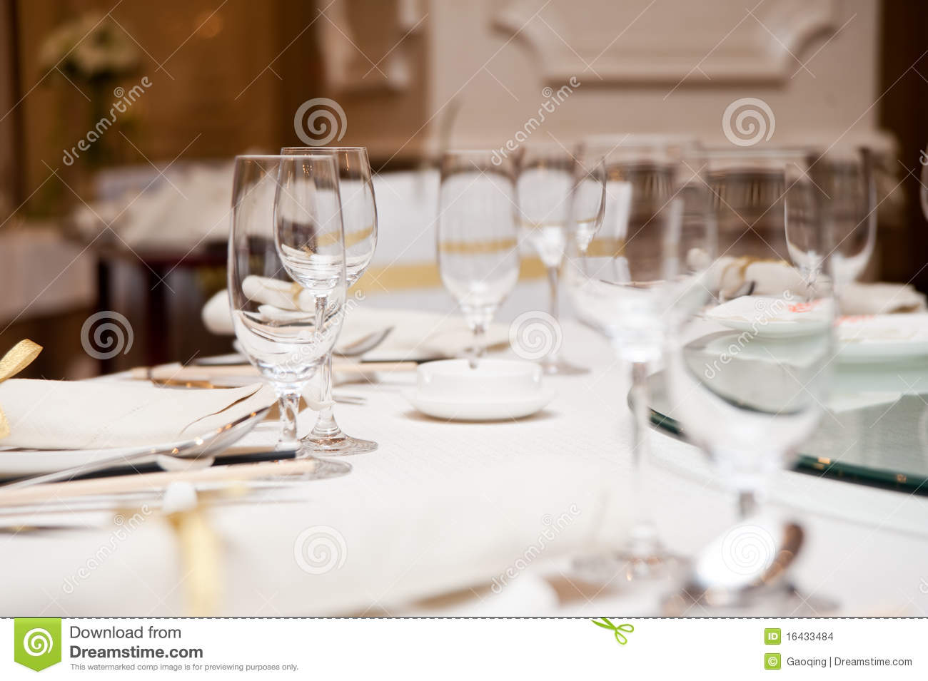 Elegant dinner table setting - Elegant Dinner Table Setting