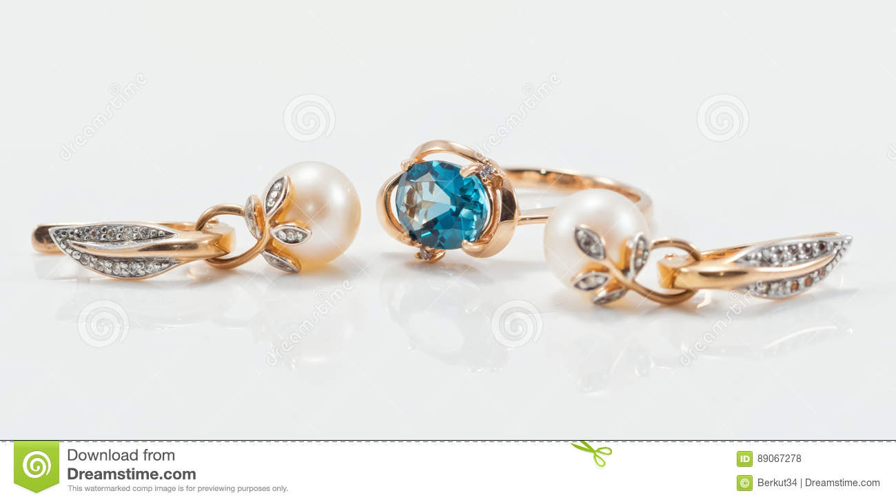 Elegant gold ring with Topaz and gold earrings with natural pear