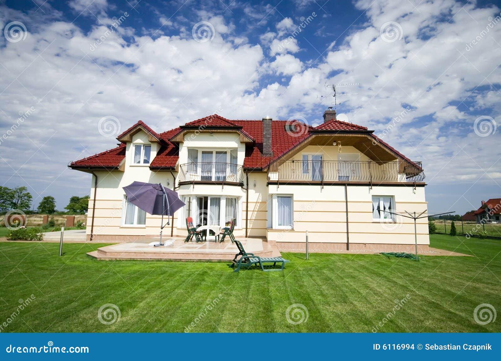 Elegant huis in de voorsteden stock foto afbeelding bestaande