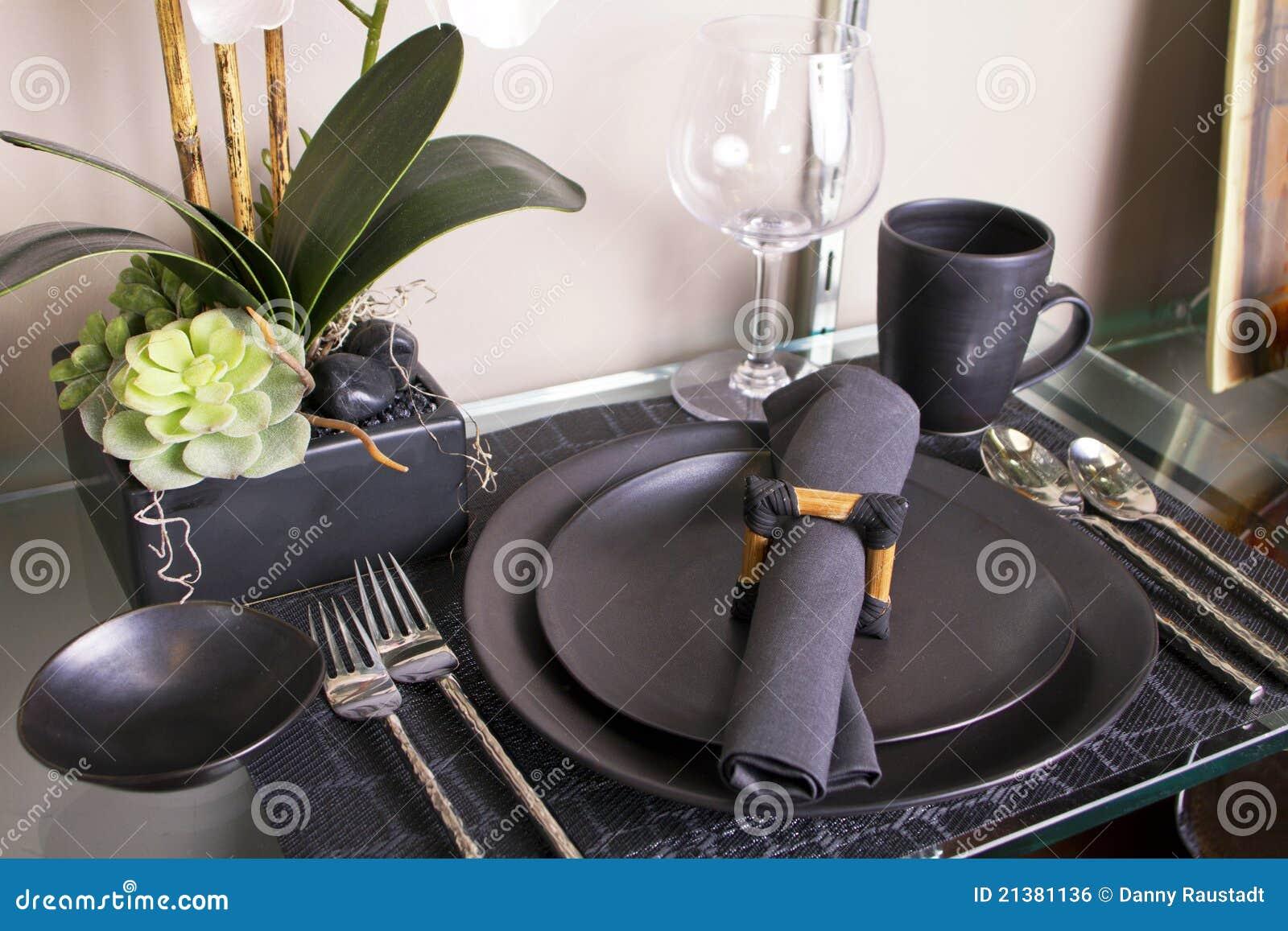 Elegant Modern Table Place Setting & Elegant Modern Table Place Setting Stock Photo - Image of banquet ...