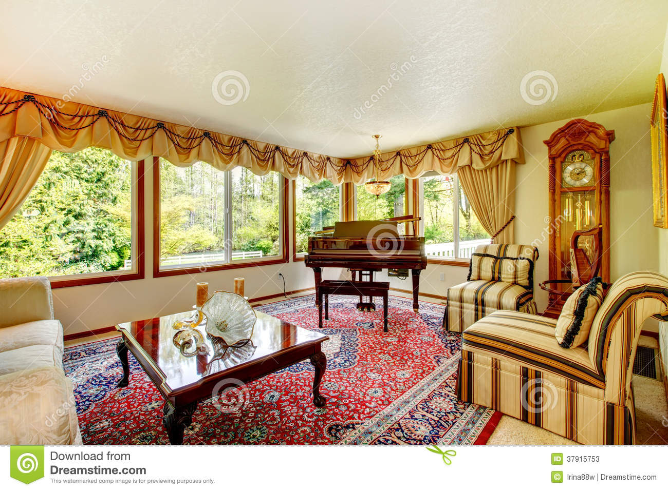 Elegant Old Fashioned Living Room Stock Photos Image
