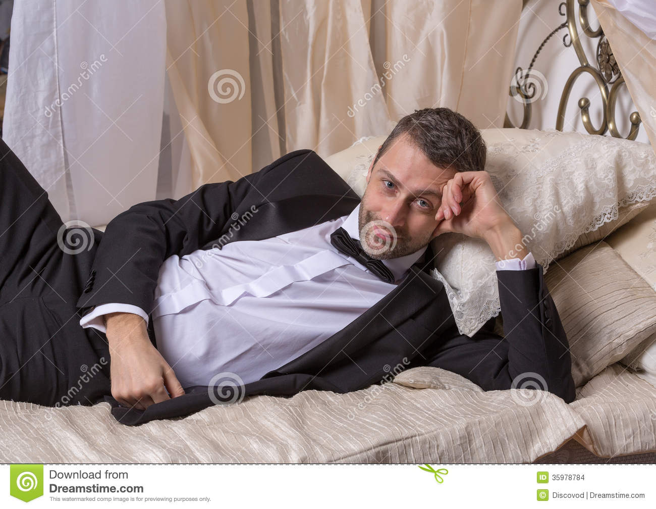Royalty-Free Stock Photo  sc 1 st  Dreamstime.com & Elegant Playboy Reclining On A Bed Stock Images - Image: 35978784 islam-shia.org