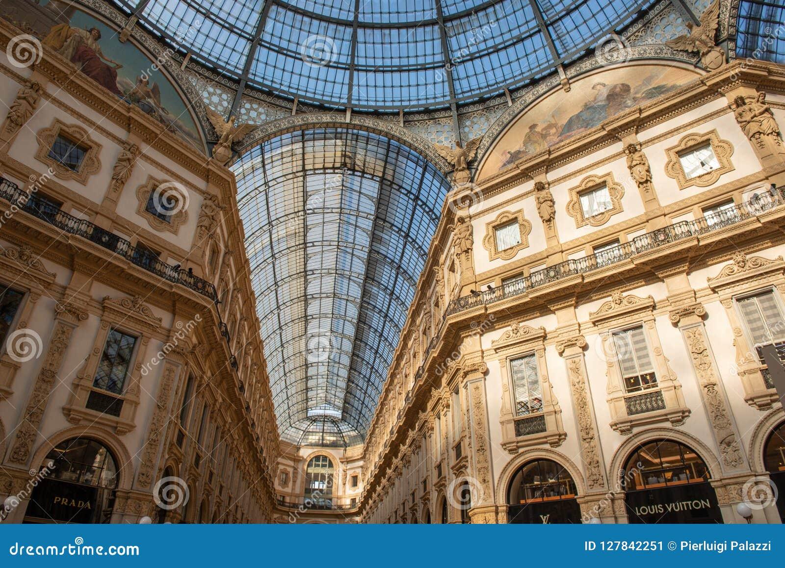 Elegant Shops In Galleria Vittorio Emanuele In Milan ...