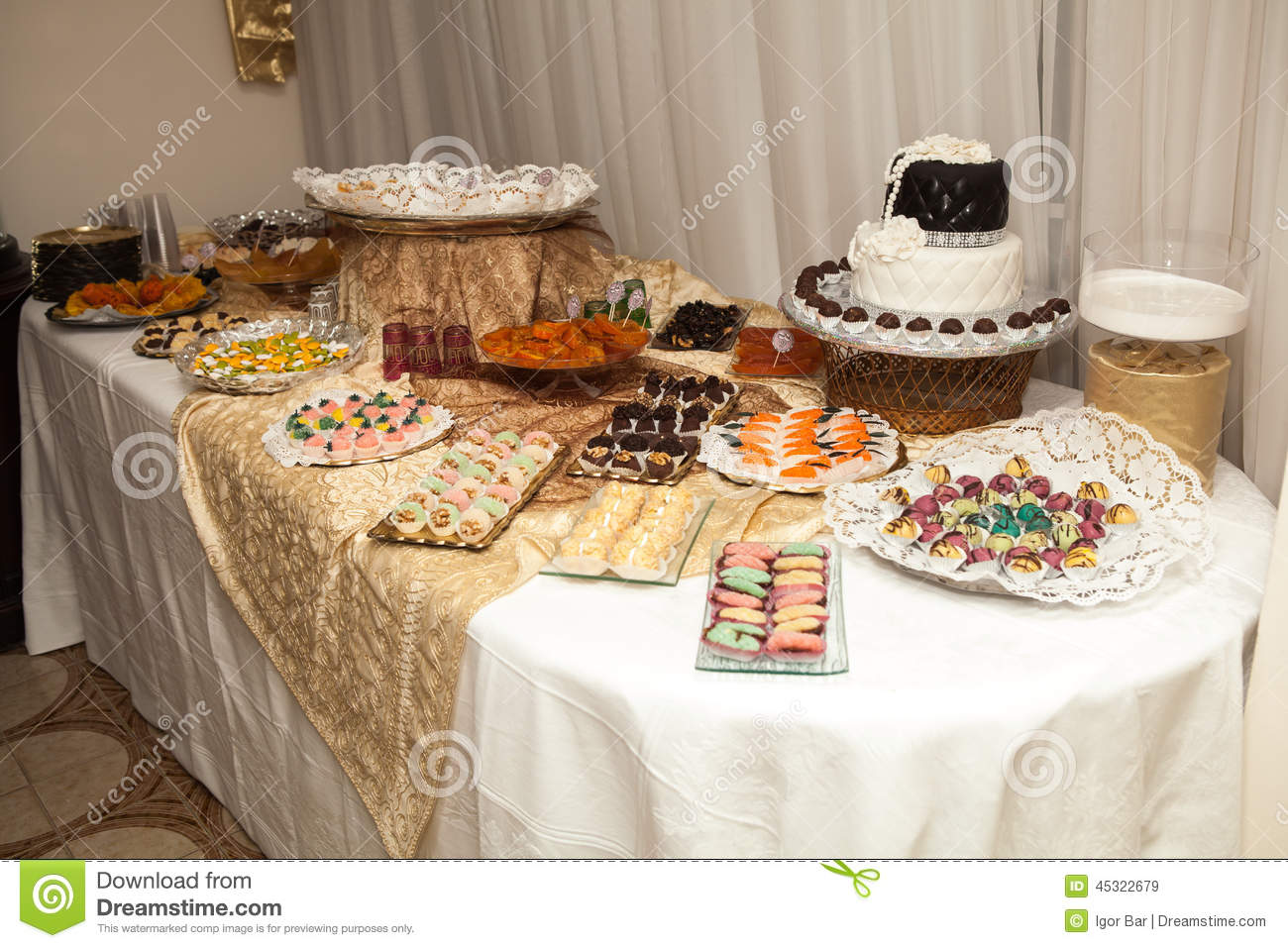 Elegant Sweet Table On Wedding Or Event Party Stock Image