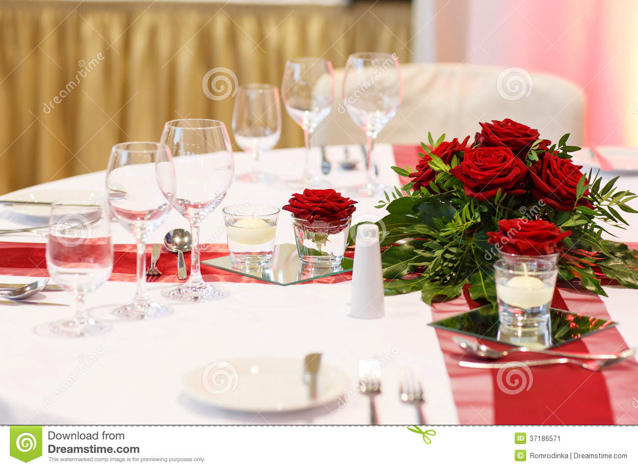 Elegant Table Set In Red And White For Wedding Or Event Party. Stock ...