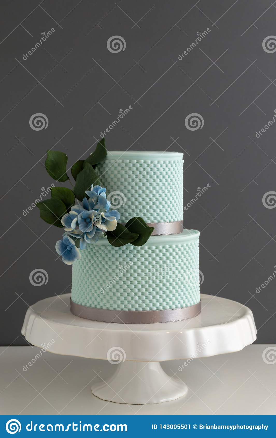 Groovy Elegant 2 Tier Wedding Cake With Texture And Edible Sugar Flowers Birthday Cards Printable Nowaargucafe Filternl