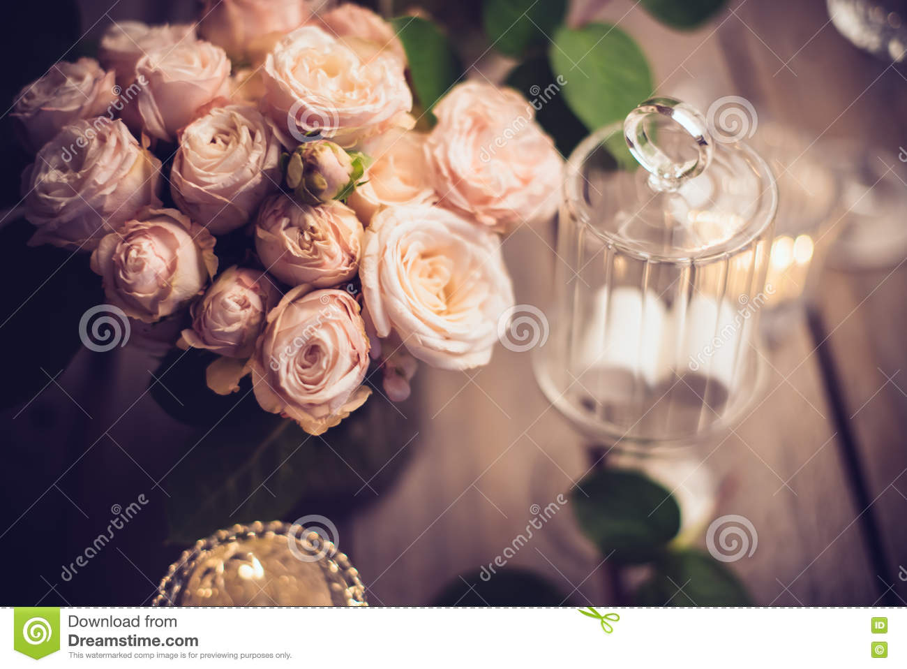 Elegant Vintage Wedding Table Decoration With Roses And