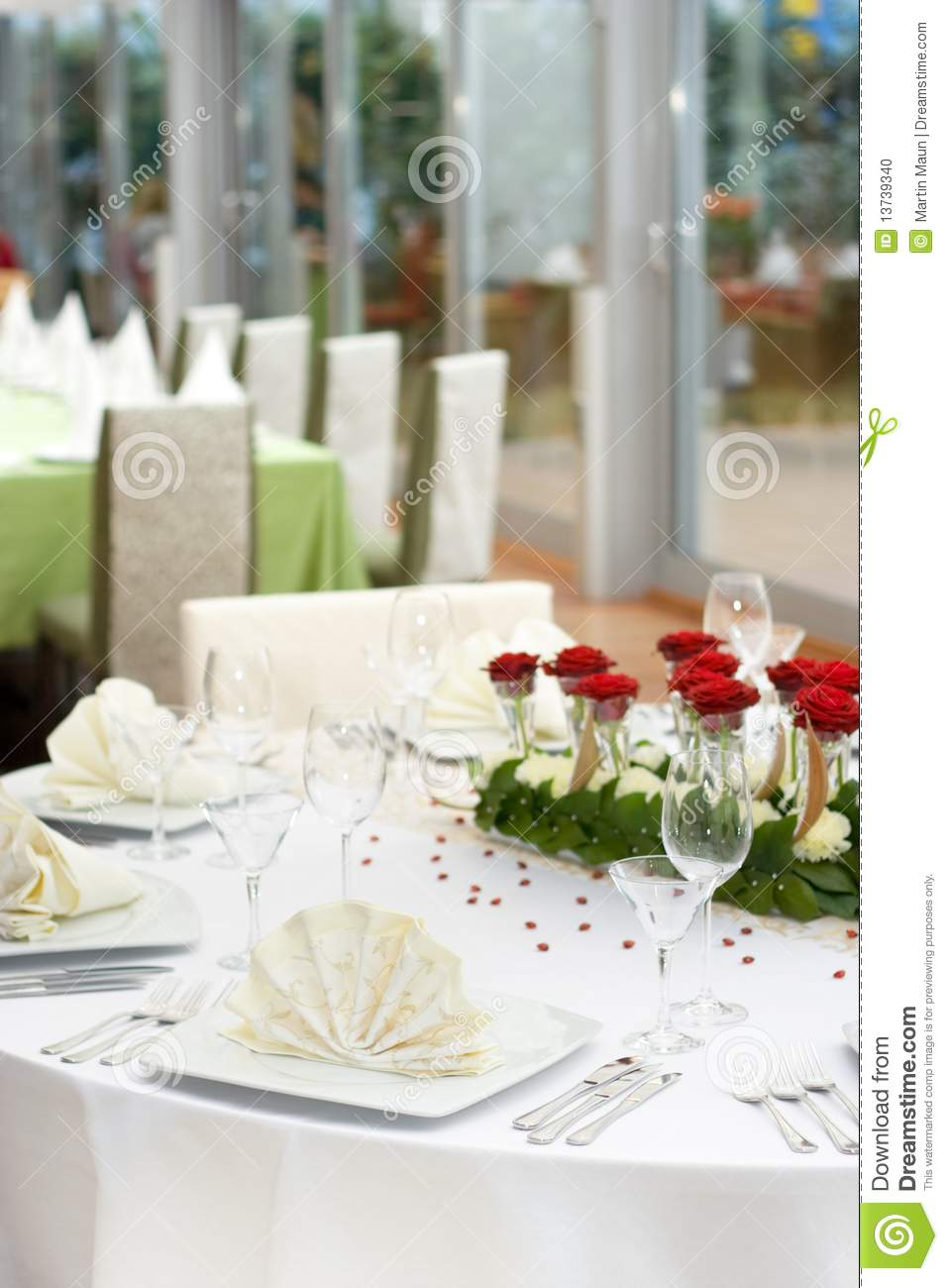 Elegant dinner table setting - Elegant Wedding Table Setting