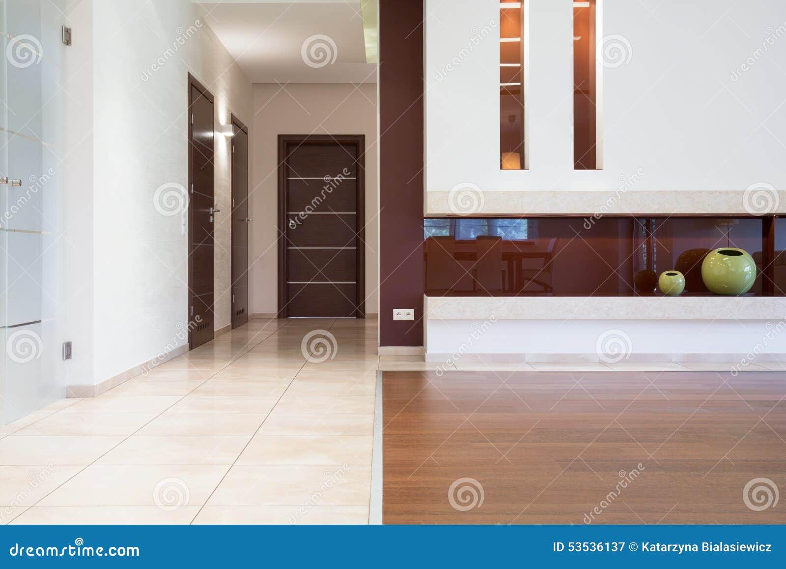 Elegante Böden An Der Modernen Ebene Stockbild - Bild von ...