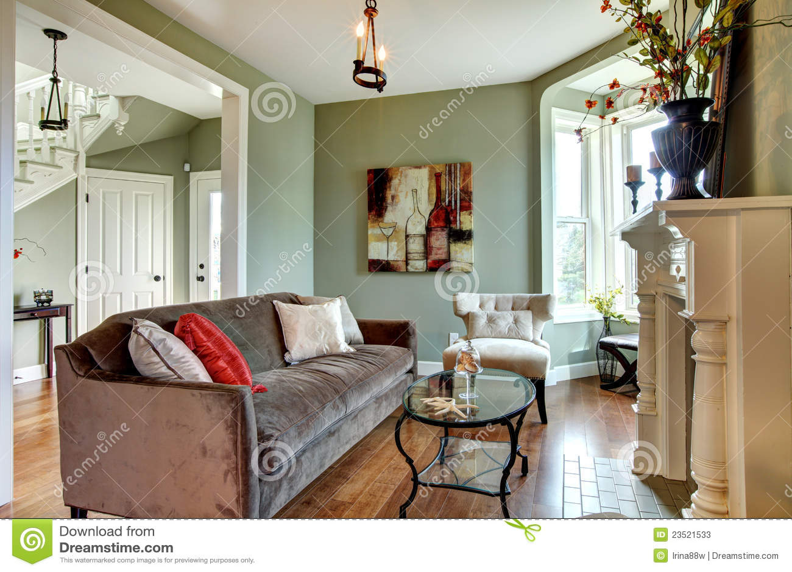 Groene Wand Woonkamer : Elegante groene woonkamer groene muren. stock afbeelding