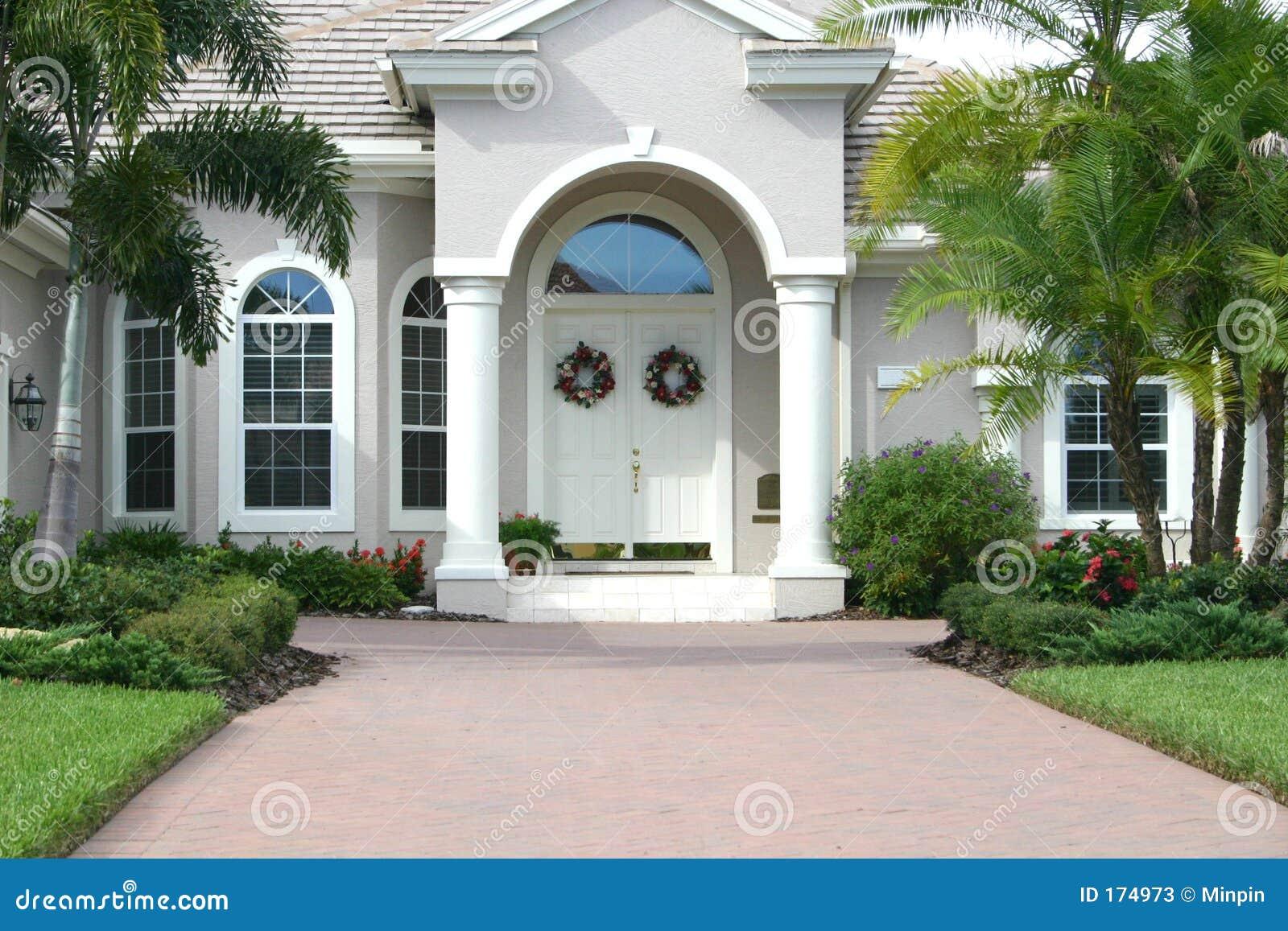 Elegante ingang aan mooi huis stock foto 39 s beeld 174973 - Hal ingang design huis ...