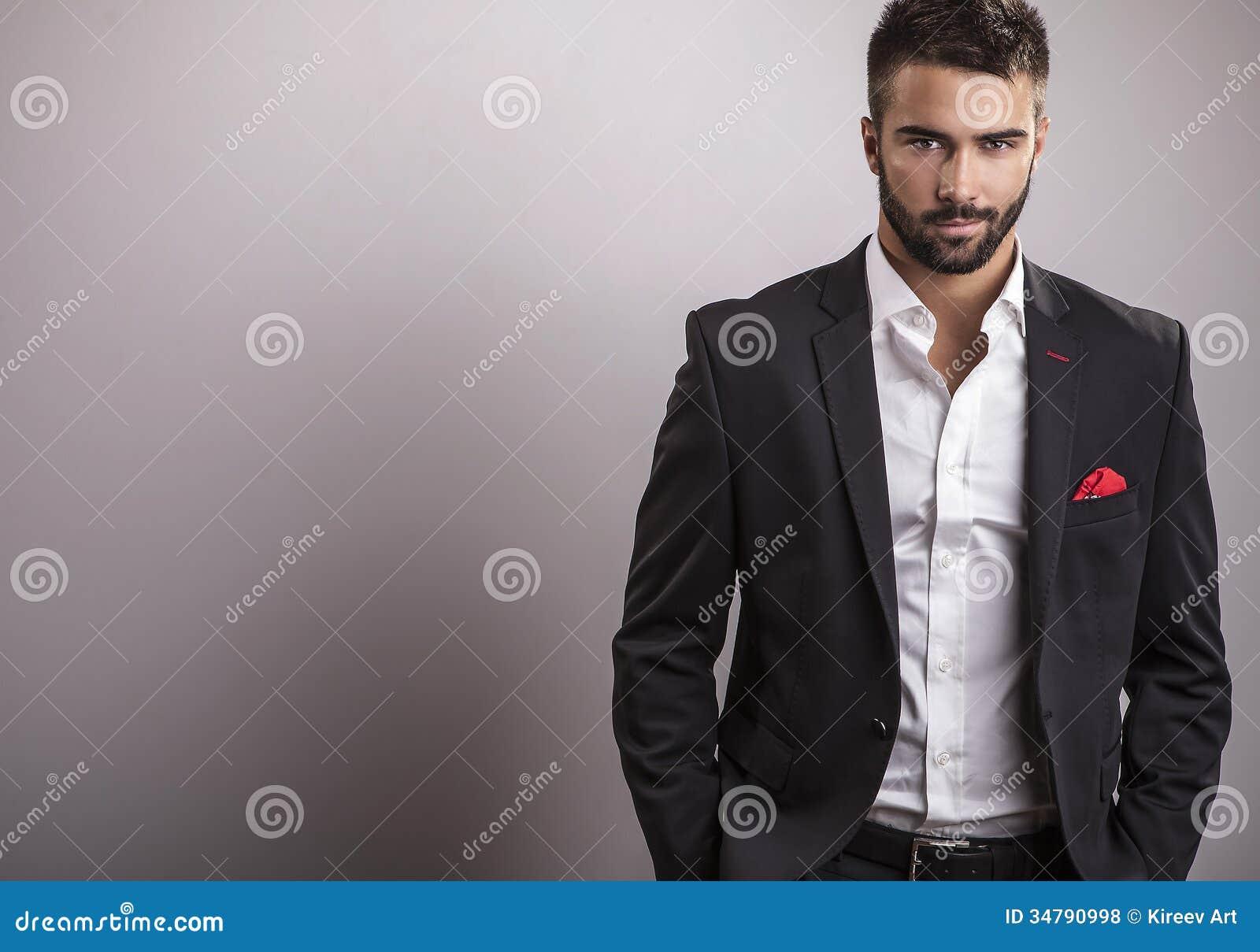 Elegante jonge knappe mens. Het portret van de studiomanier.