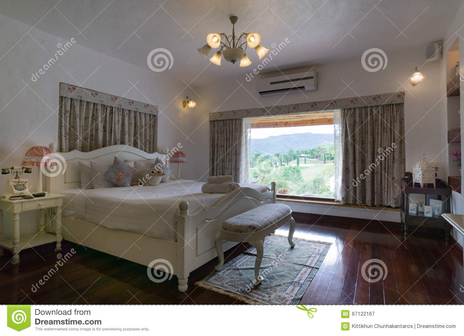 Elegante klassieke binnenlandse slaapkamer engelse stijl stock