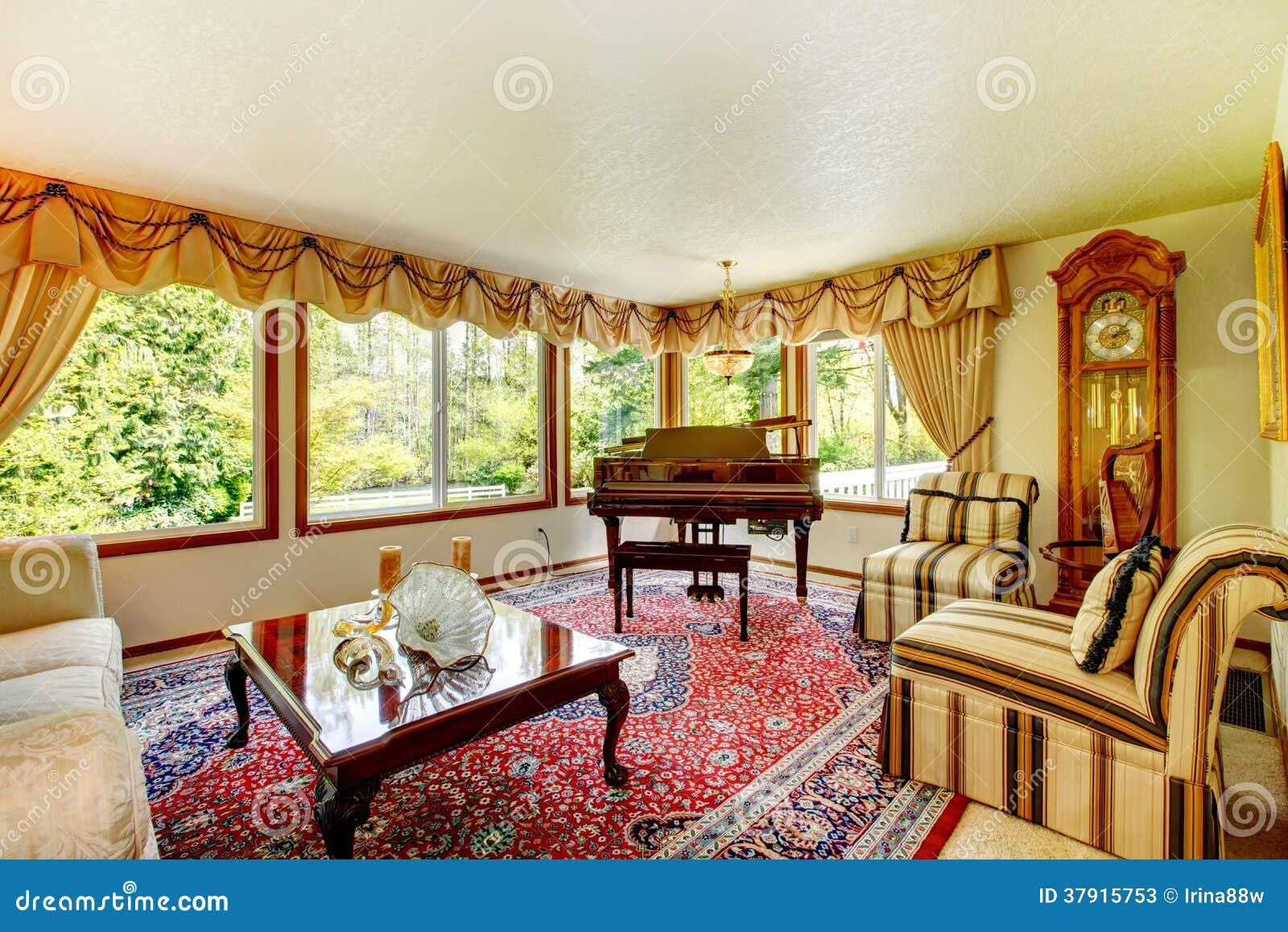 Elegante ouderwetse woonkamer stock afbeelding for Living elegante