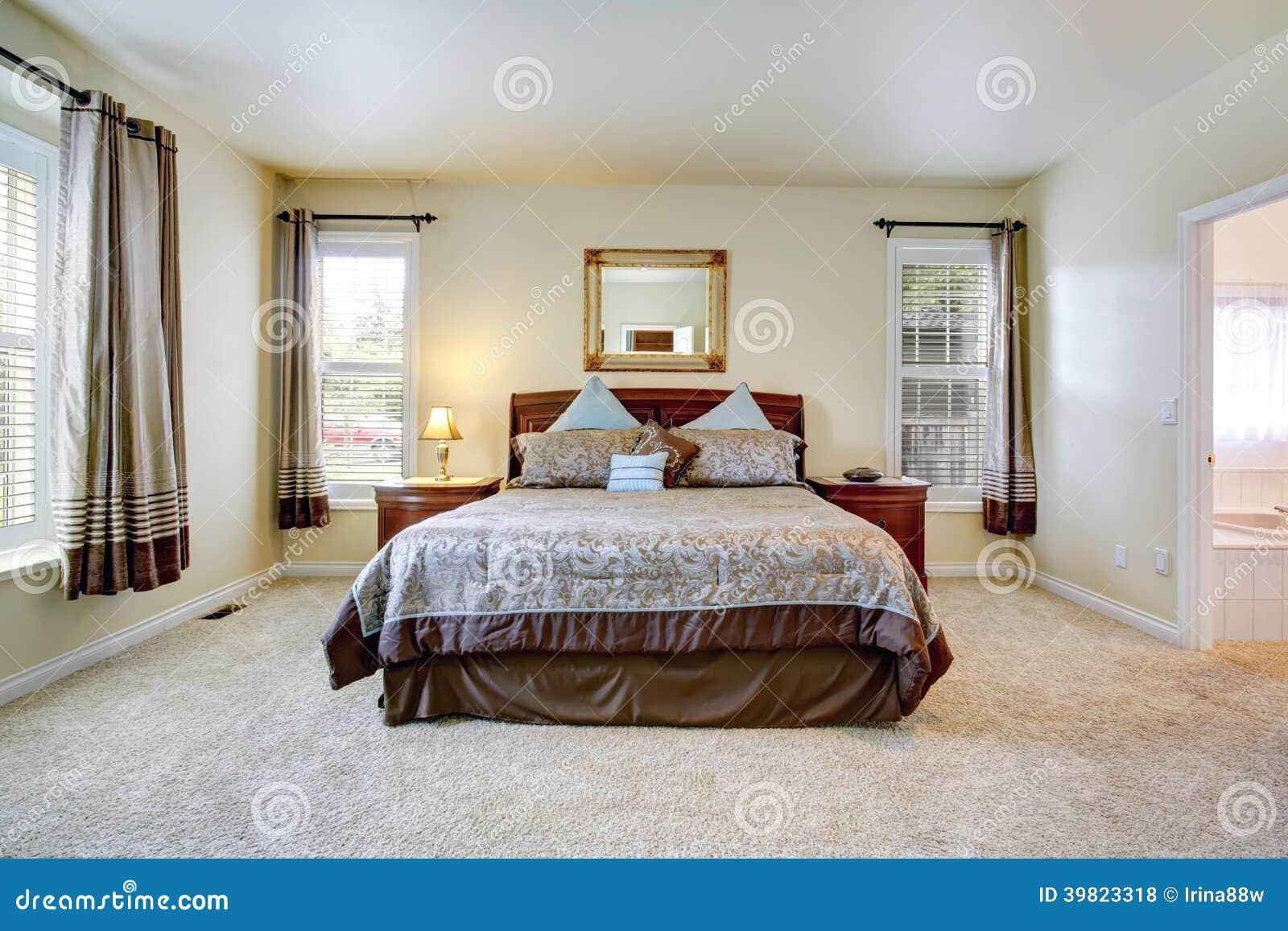 Elegante slaapkamer met mooi beddegoed stock foto   afbeelding ...