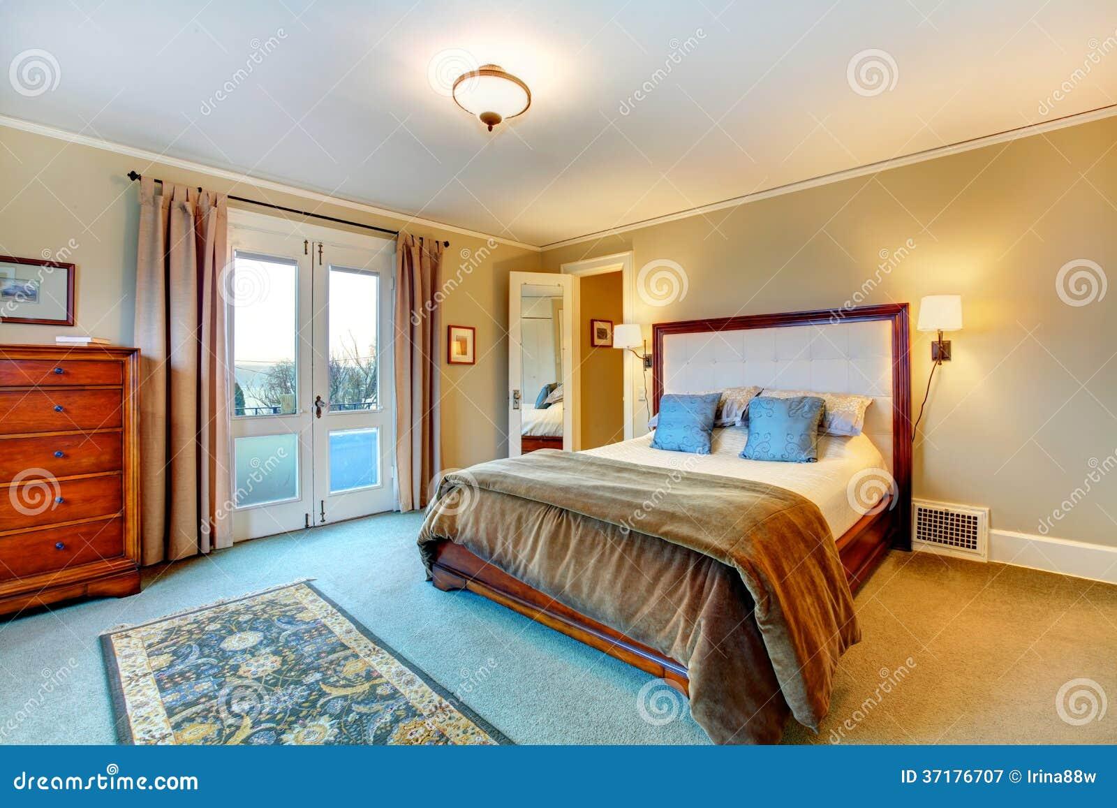 Elegante warme kleuren geleverde slaapkamer stock afbeelding afbeelding 37176707 - Warme kleuren kamer ...