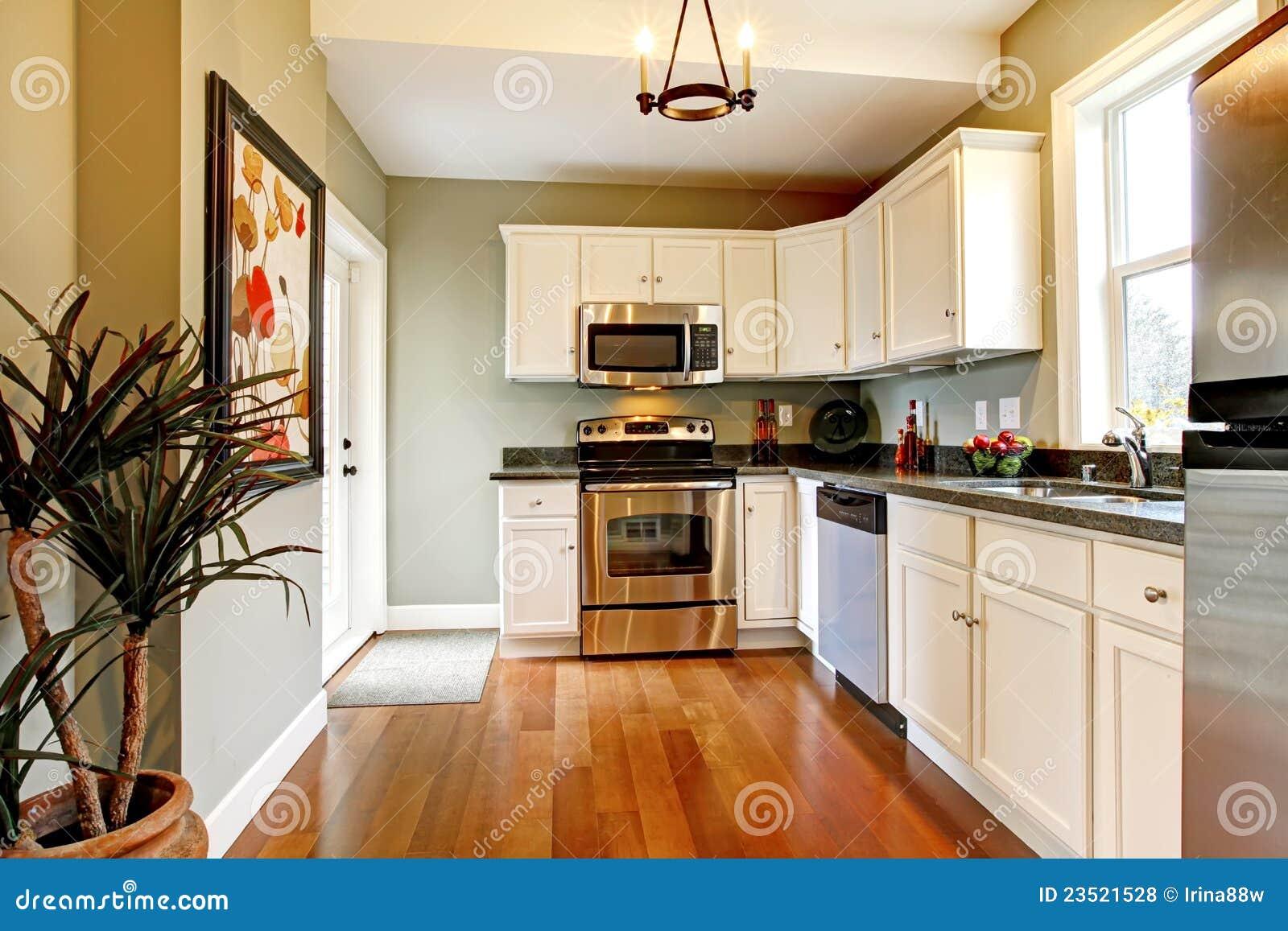 Woonkamer deco natuur - Groene en witte keuken ...