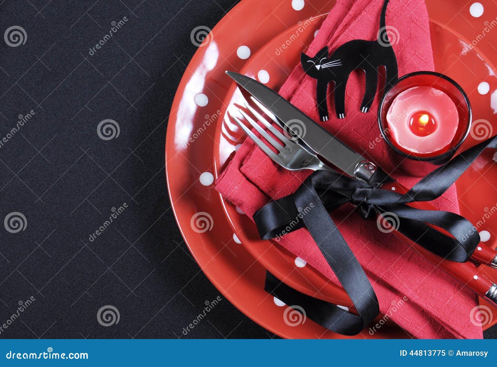 Elegantes rotes und schwarzes Thema Halloween-Partei Speisetischgedeck mit Kopienraum