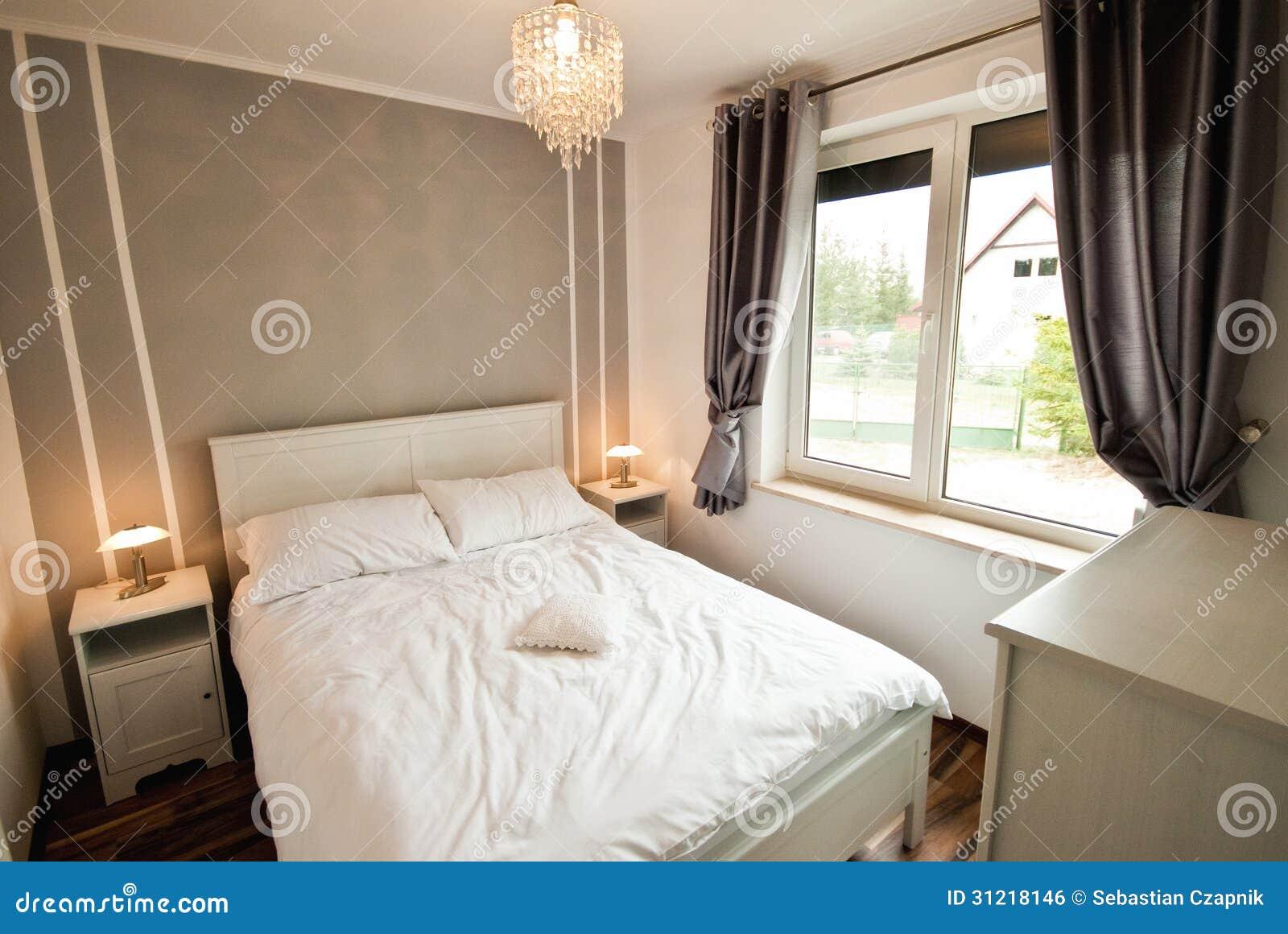 Elegantes Schlafzimmer stockfoto. Bild von dekoration - 31218146