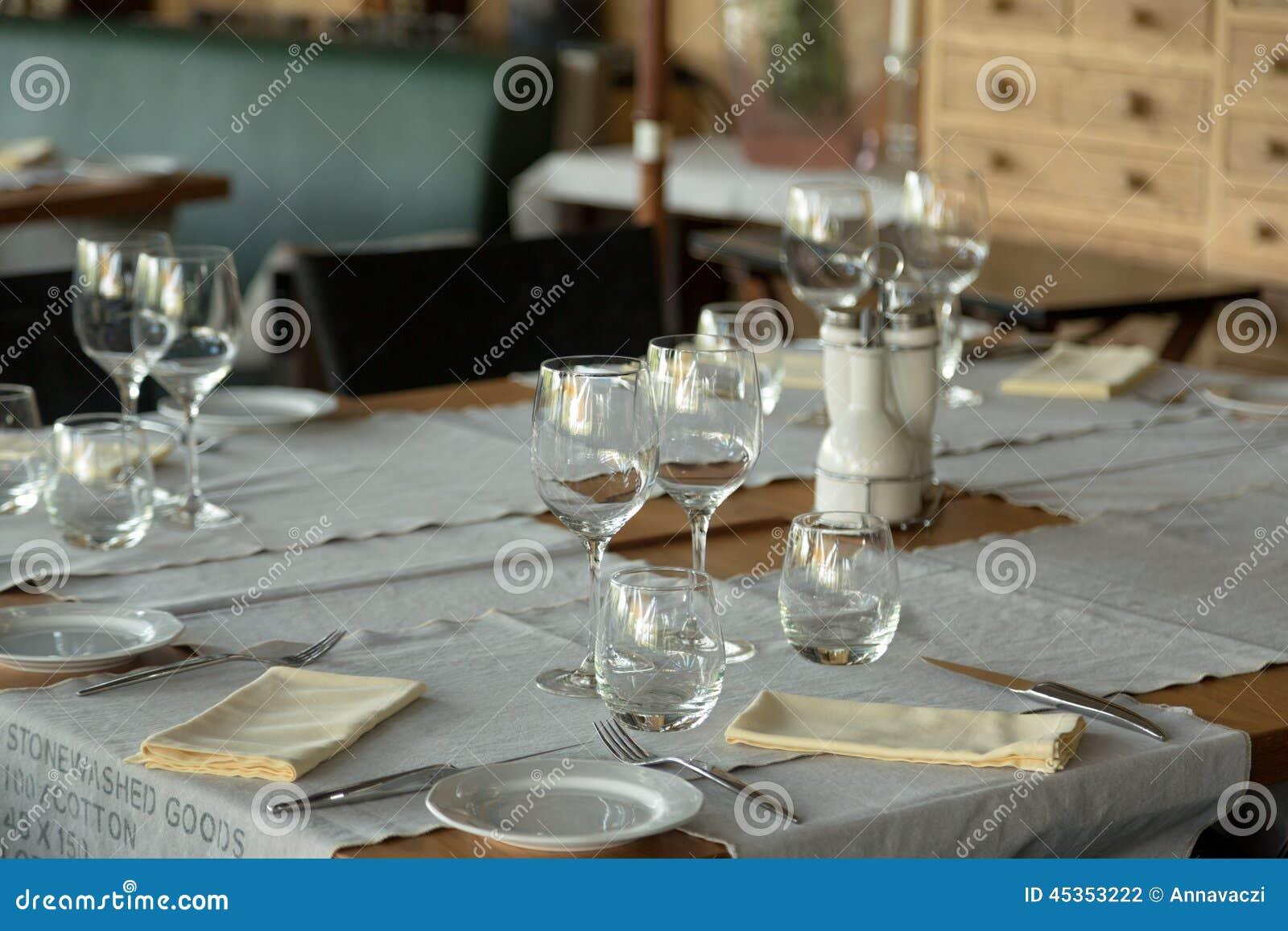 Elegantes Tabellen-Set