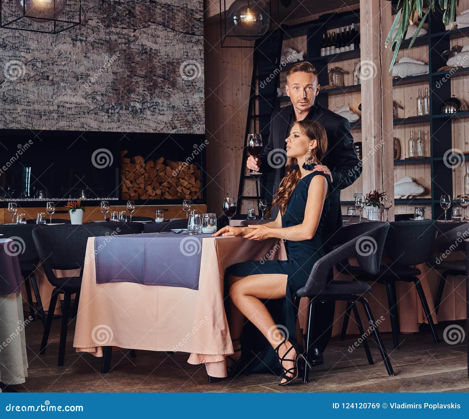 Dating room salon girl