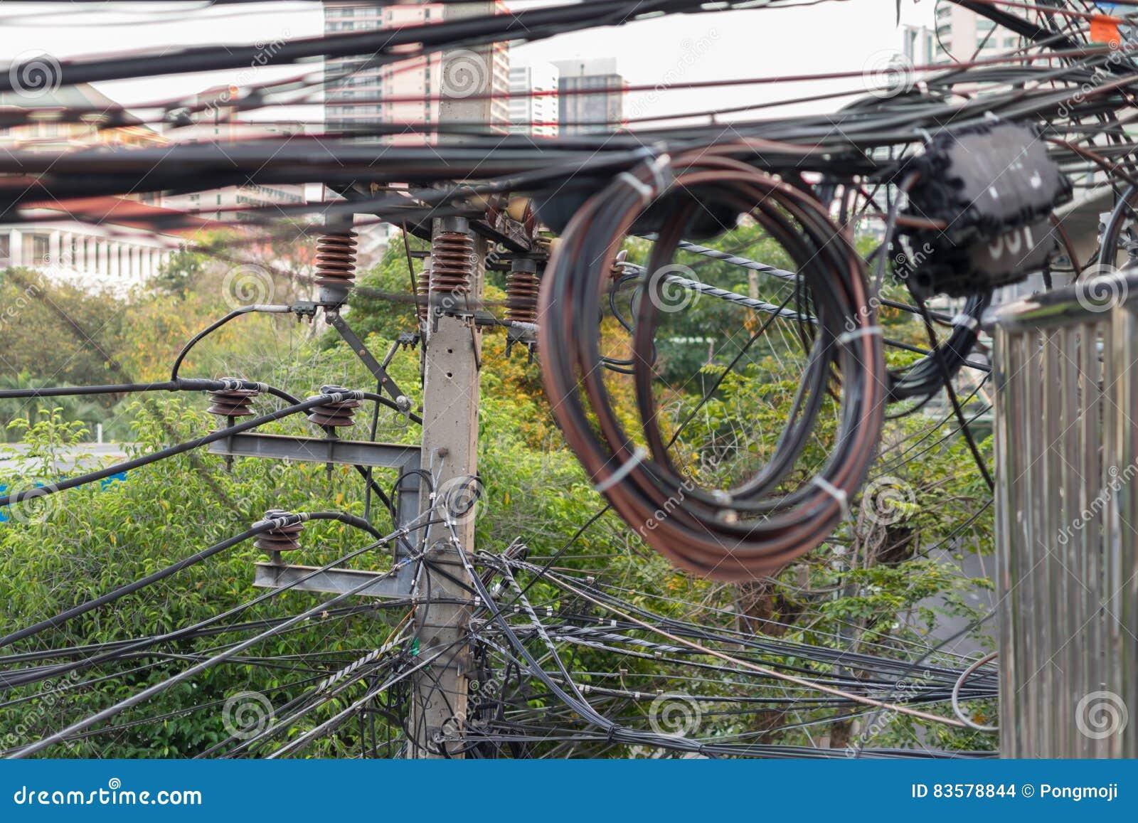 Elektriciteitssysteem Met Verwarde Kabel Van Elektrische Draad Stock
