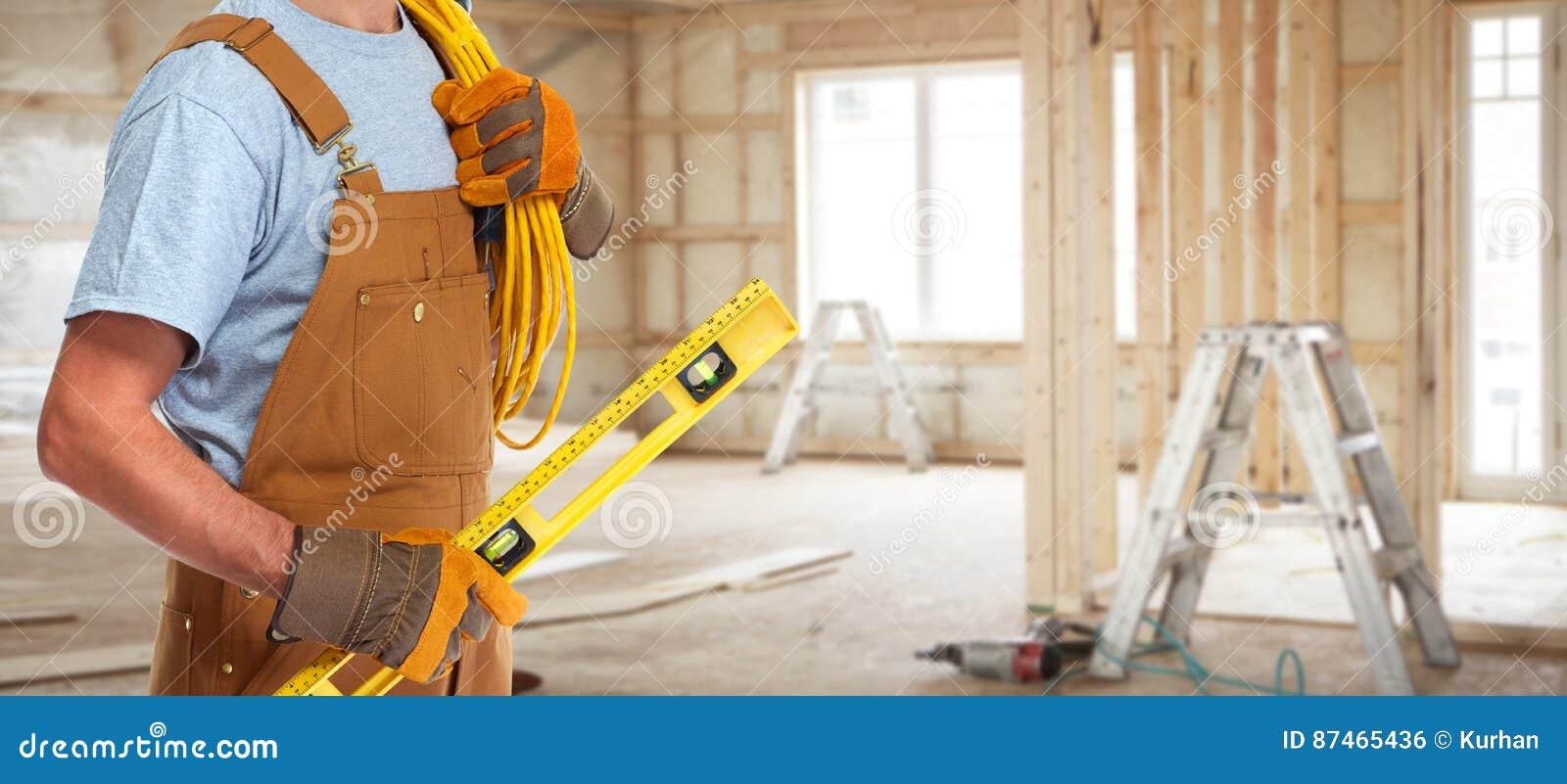 Elektriker med elektrisk kabel