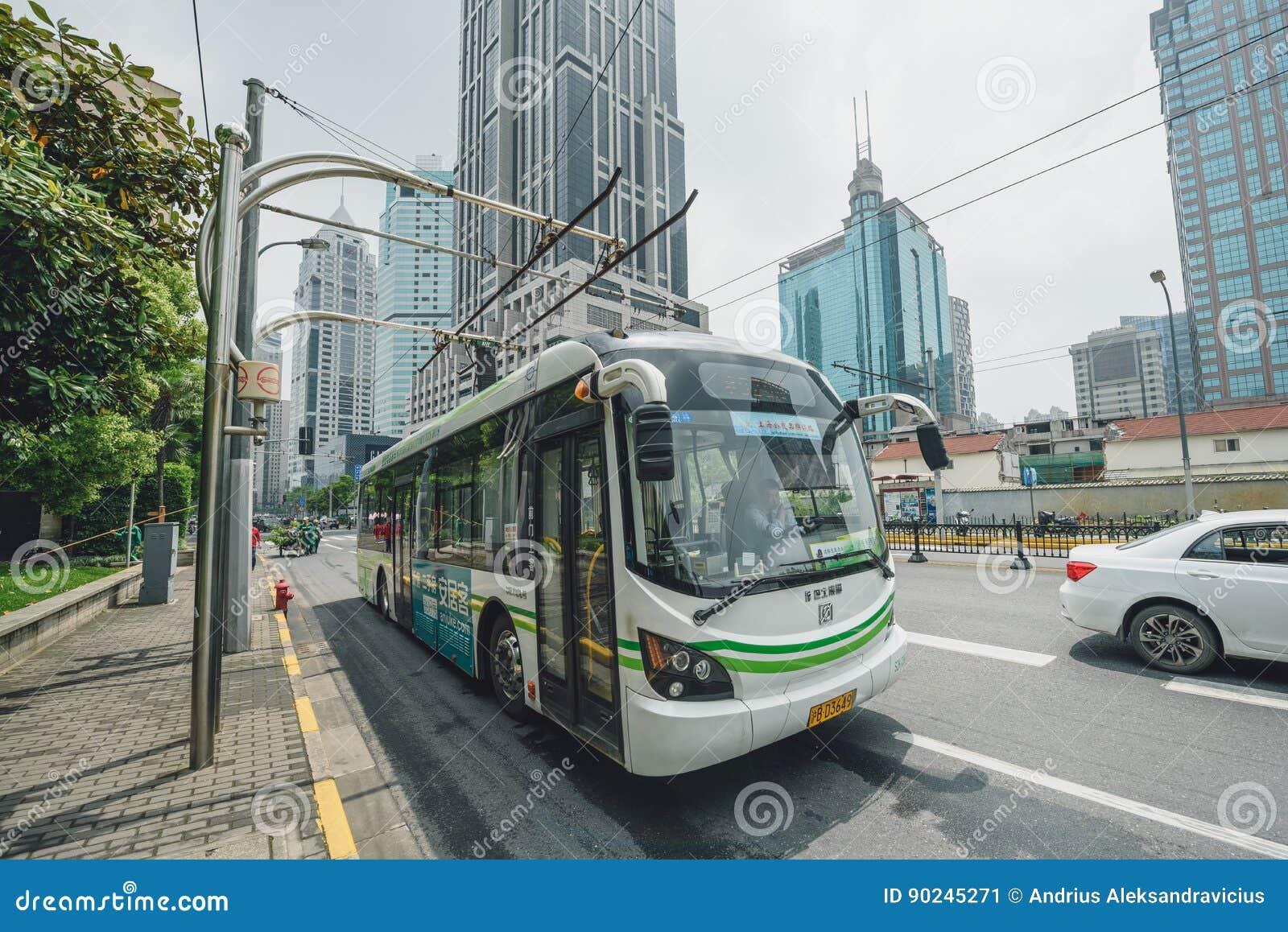 Elektrisch betriebener hybrider Bus in Shanghai, China