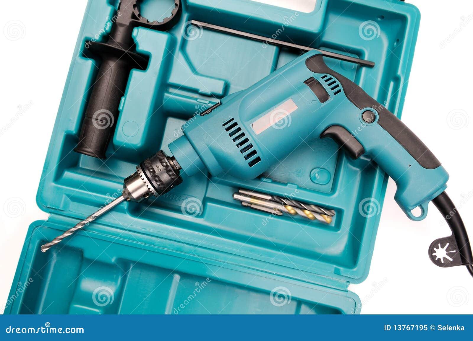 Elektrisch bohren Sie innen einen Werkzeugkasten