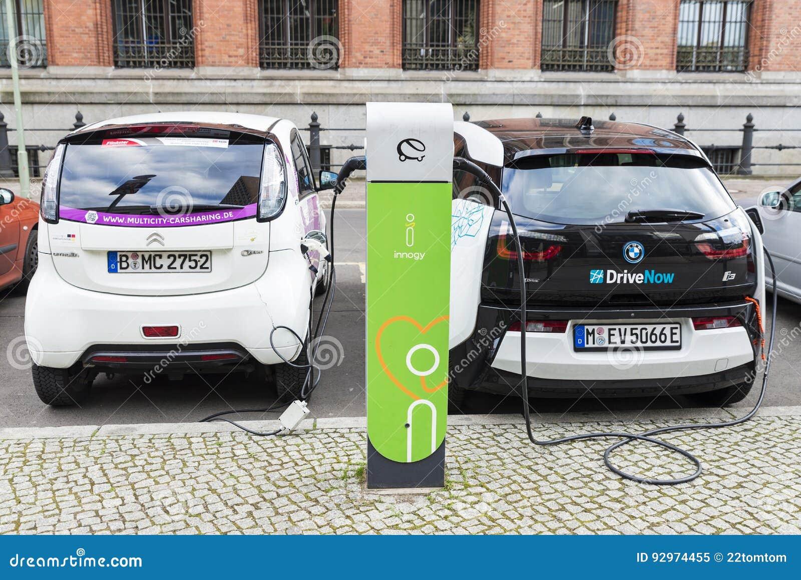 Elektrische Auto S Die De Batterijen In Berlijn Duitsland