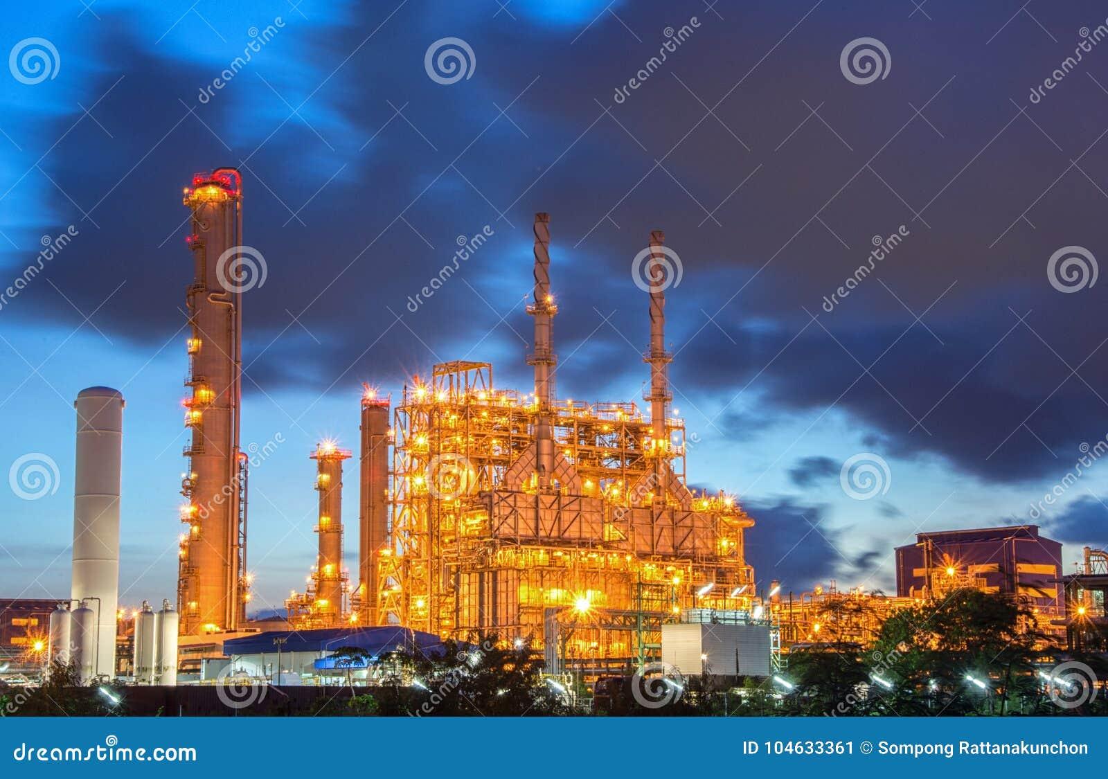Download Elektrische Centrale In De Petrochemische Installatie Stock Afbeelding - Afbeelding bestaande uit aardolie, chemie: 104633361