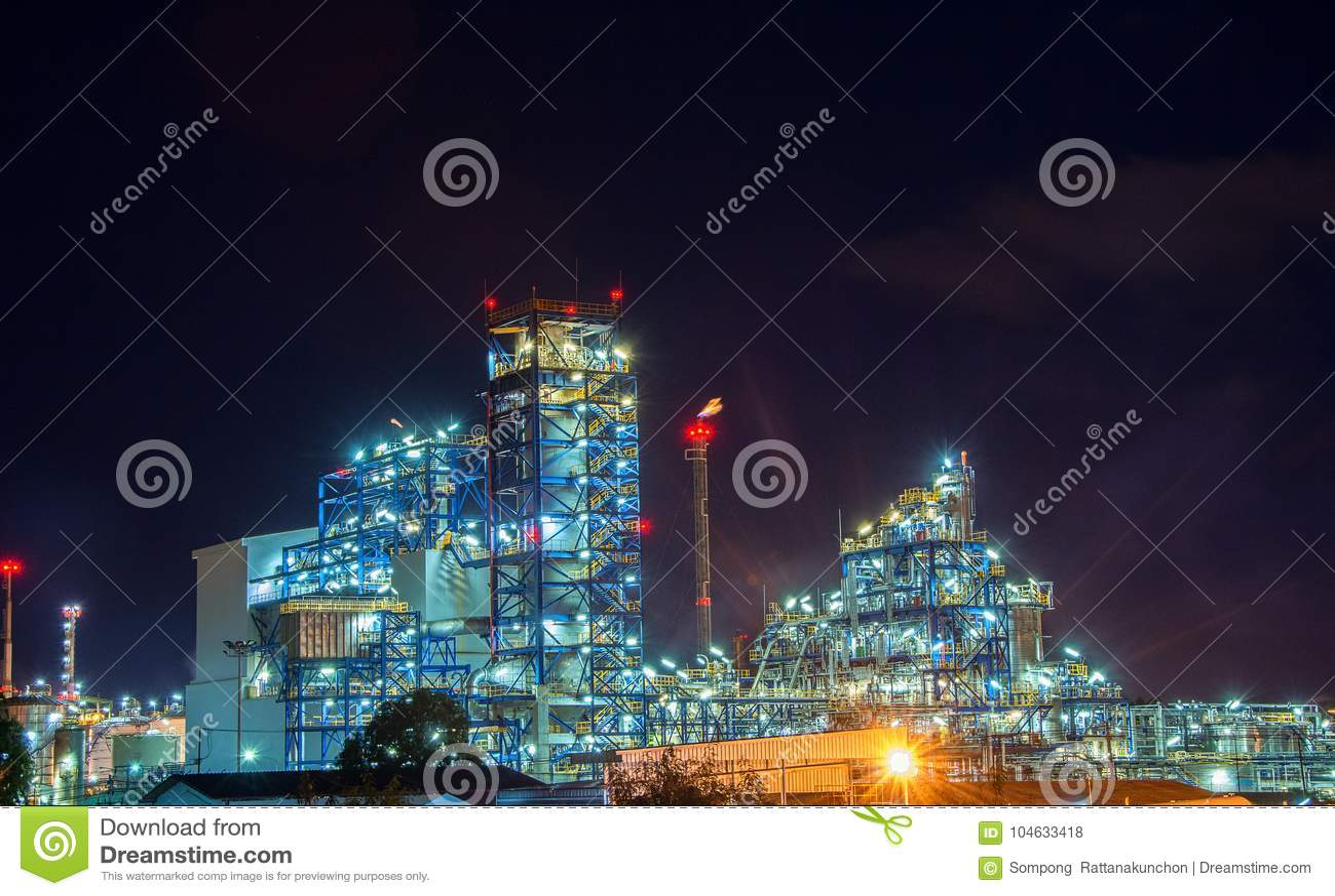 Download Elektrische Centrale Voor Industrieel Landgoed Stock Foto - Afbeelding bestaande uit energie, helder: 104633418