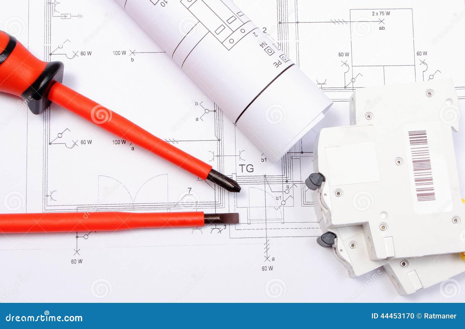 Elektrische Diagramme, Elektrische Sicherung Und Schraubenzieher Auf  Bauzeichnung Des Hauses