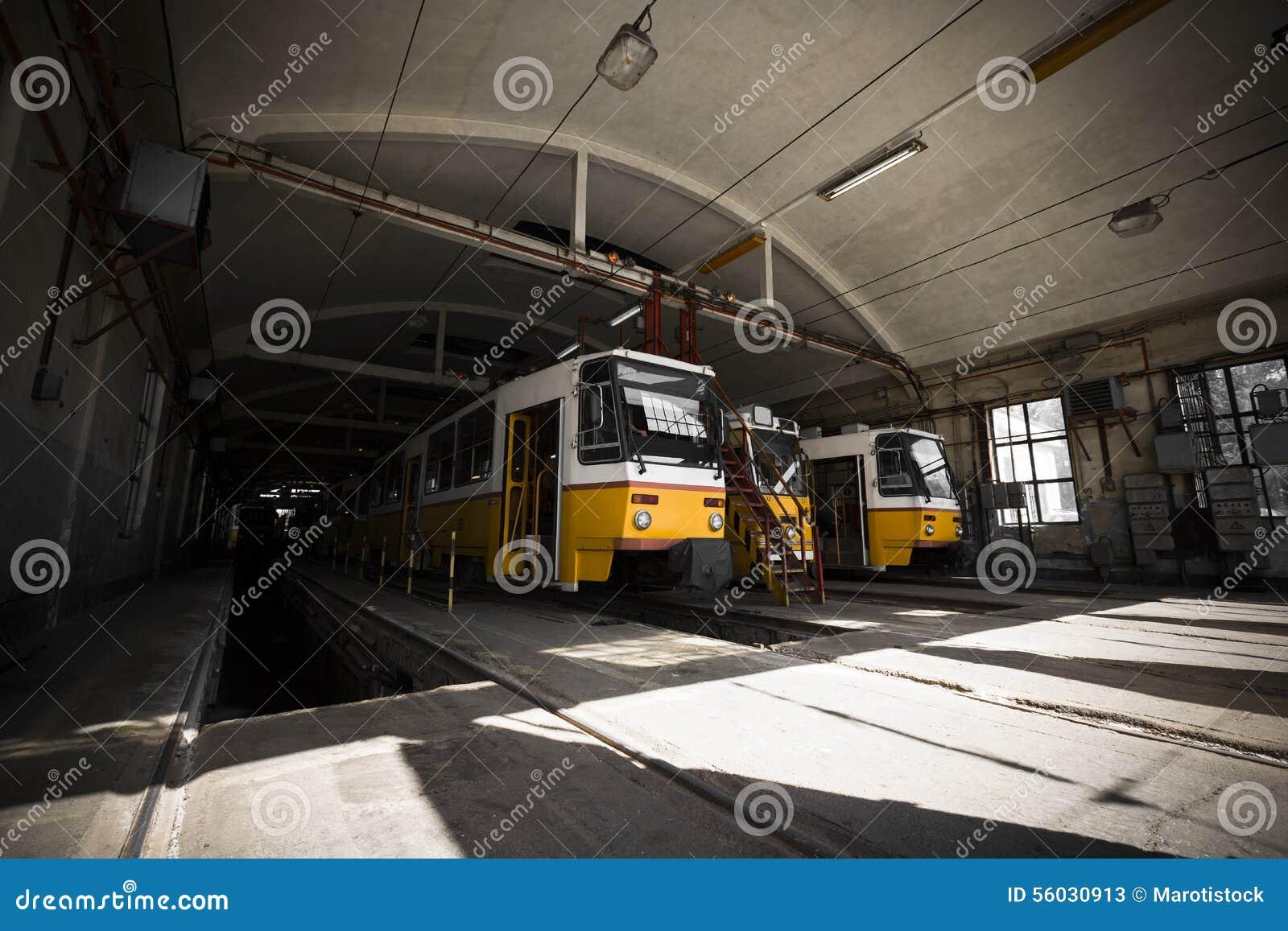 Elektrische Garage Innen, Gelbe Trams