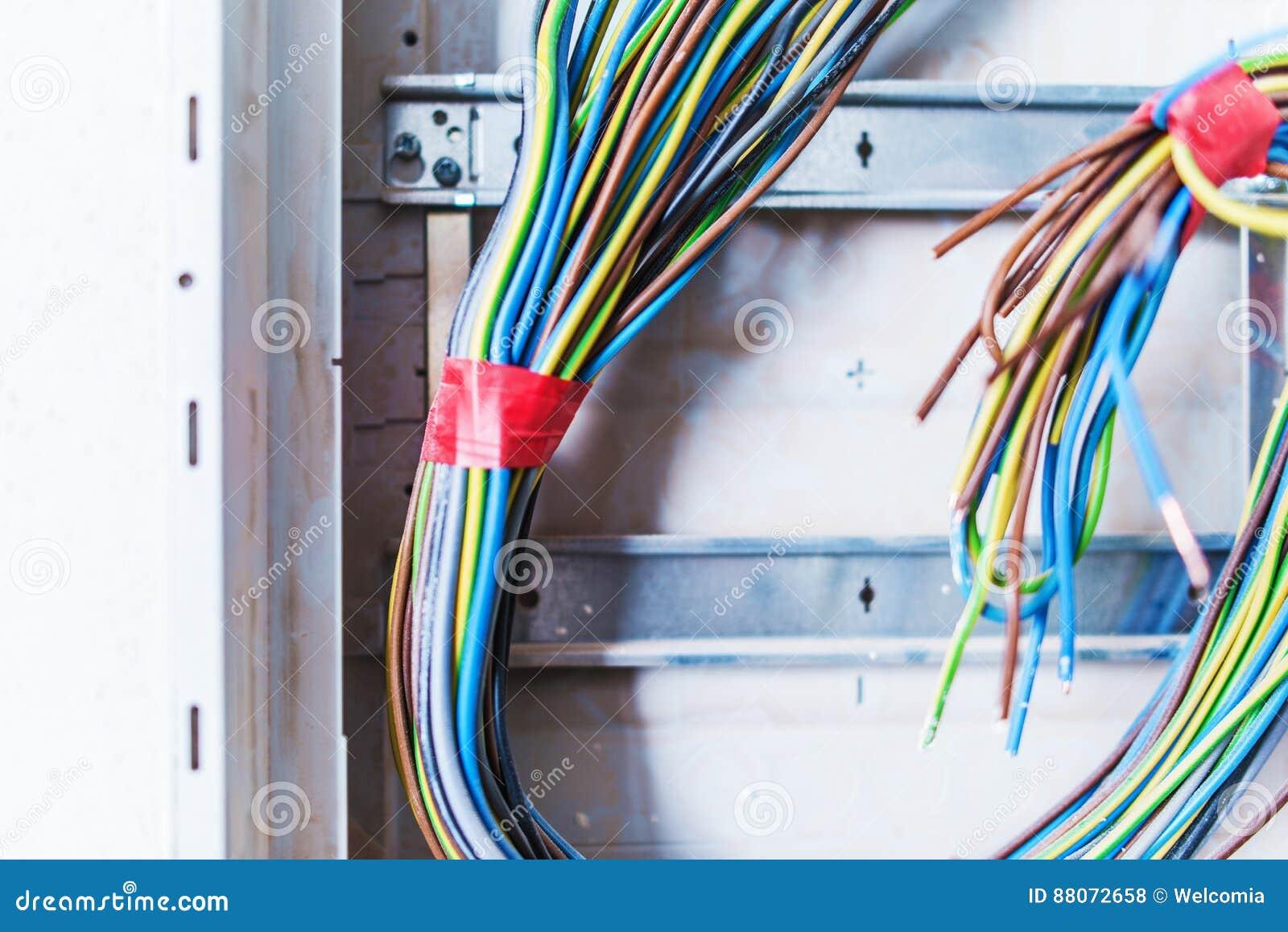 Berühmt Videotraining Für Elektrische Kabel Bilder - Elektrische ...