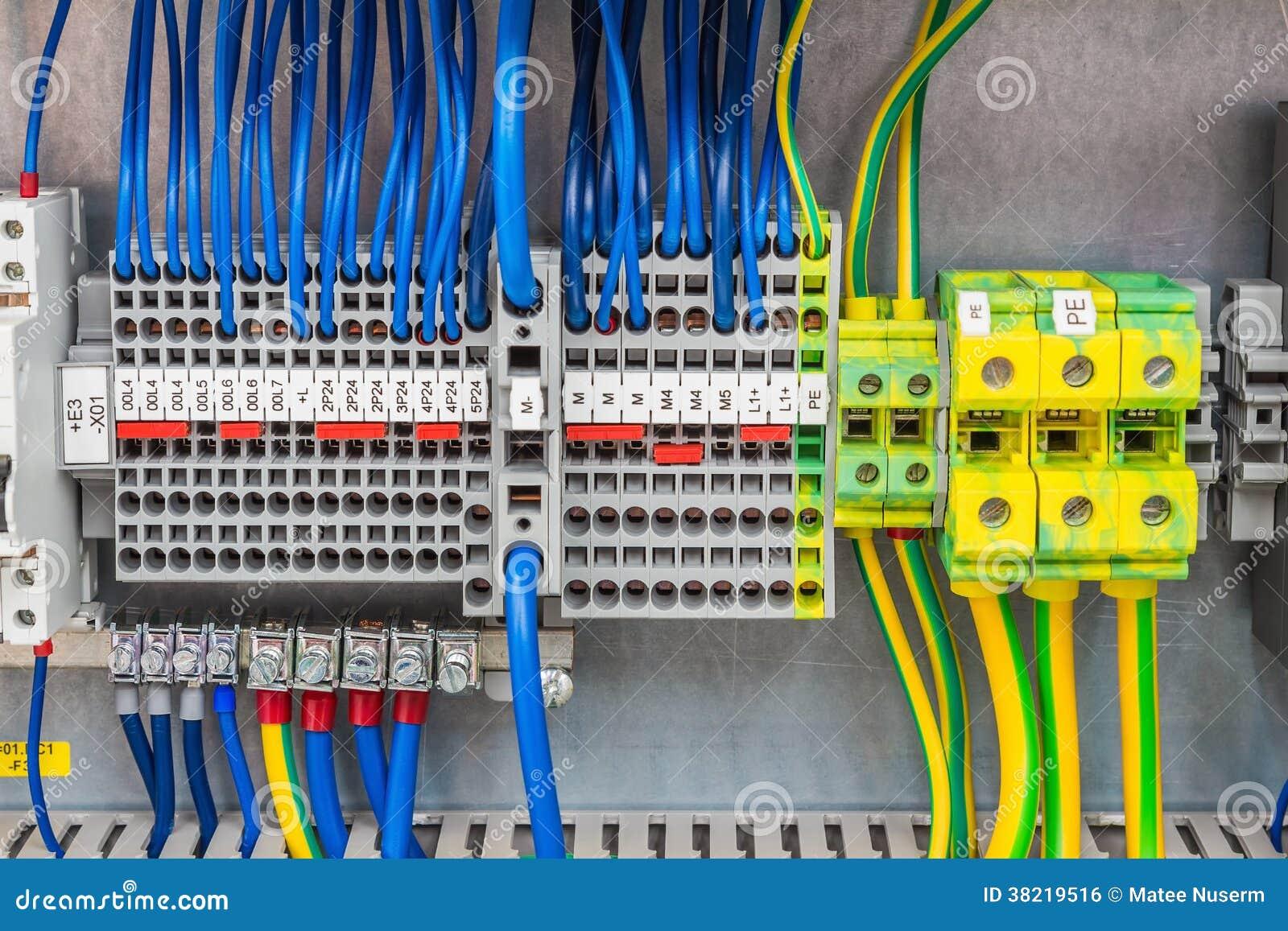 Elektrische Verbindung stockfoto. Bild von technologie - 38219516