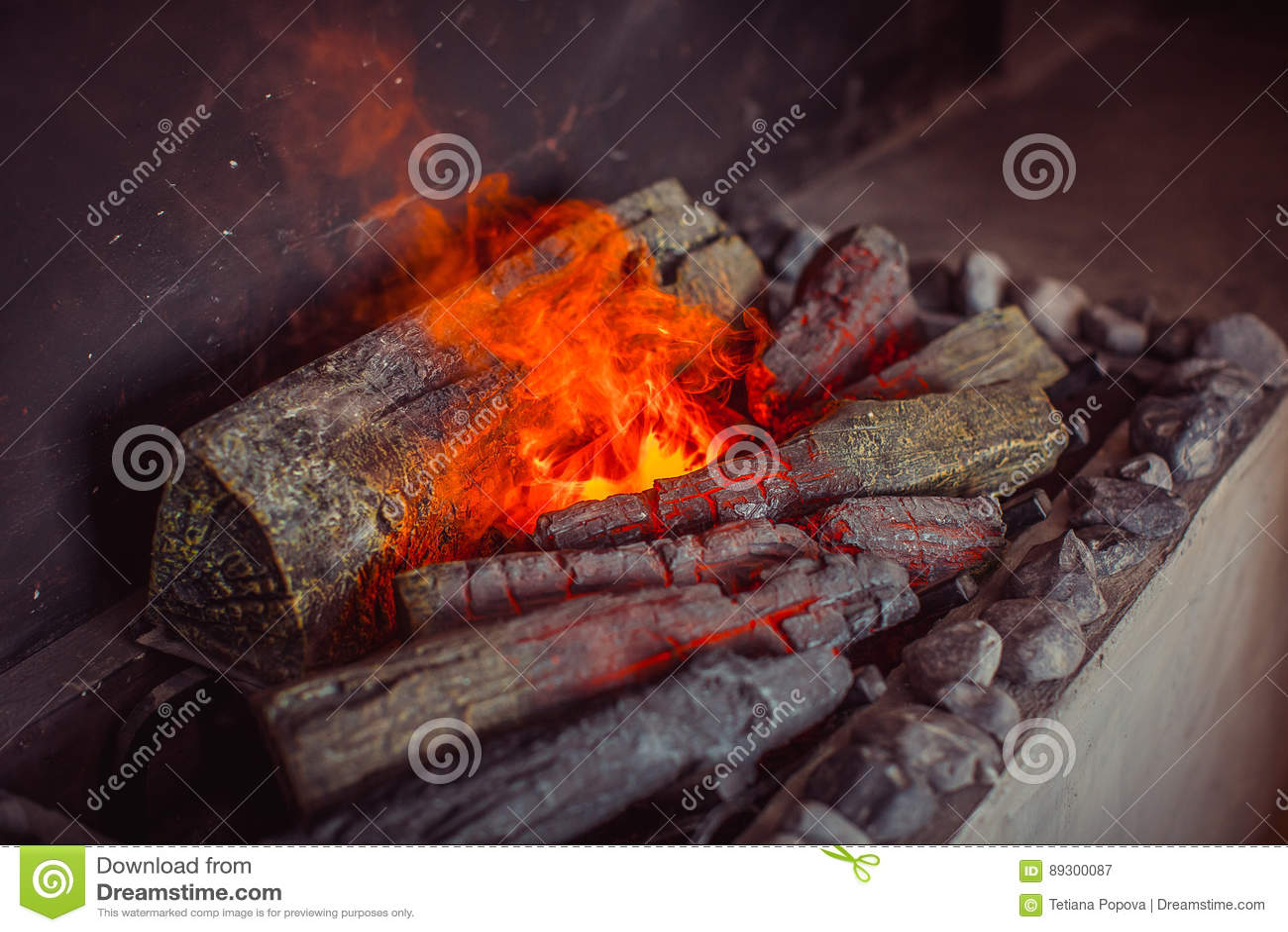 Elektrischer Kamin Mit Kunstlicher Funkelnder Flamme Stockbild