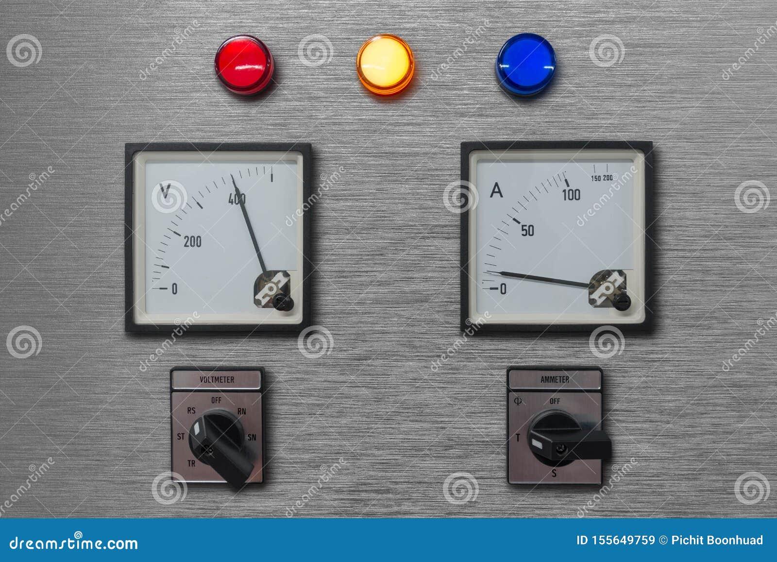 Elektrisk kontrollbord med volt och ampere-metern för bildskärmelektricitetssystem med strömbrytaren för för lampfassignal och vä