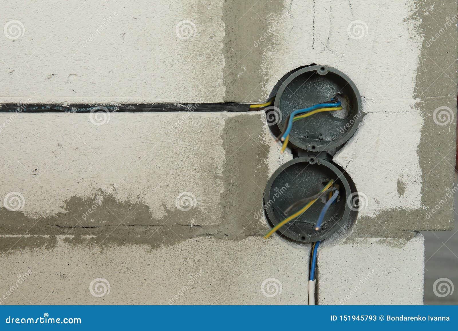 Elektriskt hålighethål på betongväggen Under den elektriska håligheten för konstruktion