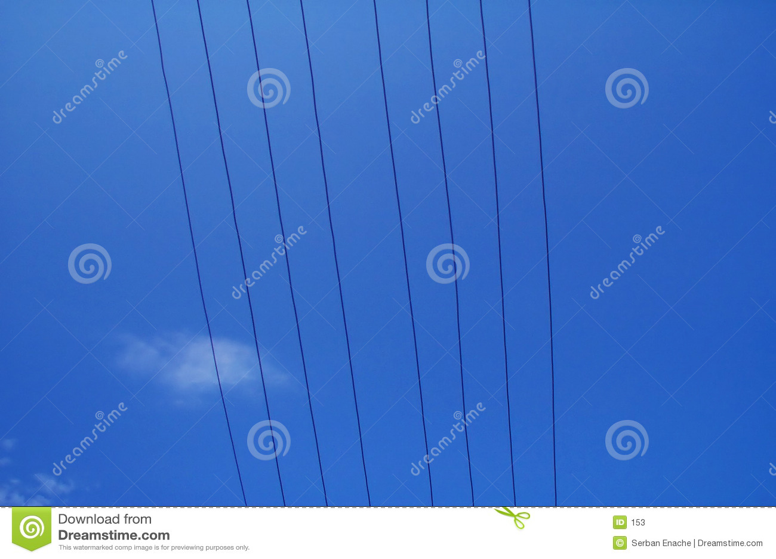 Elektro draden tegen blauwe hemel