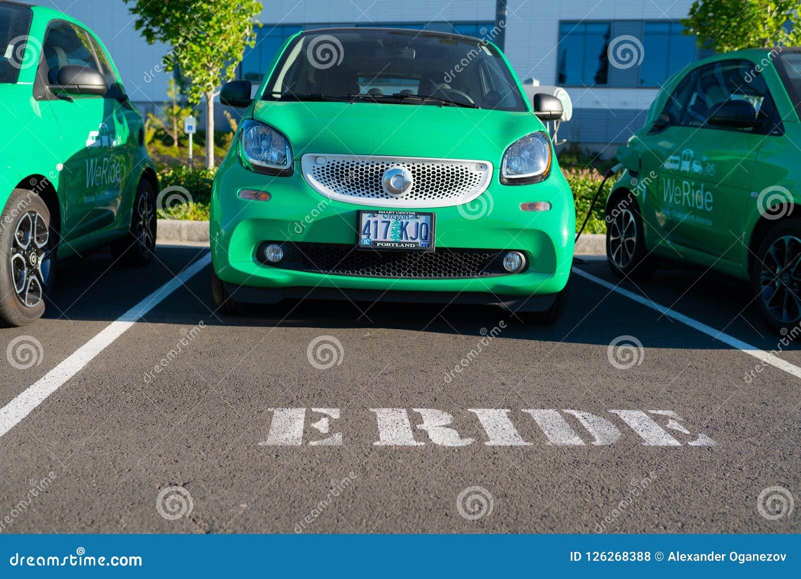 Elektro-Mobil an der Daimler-Station