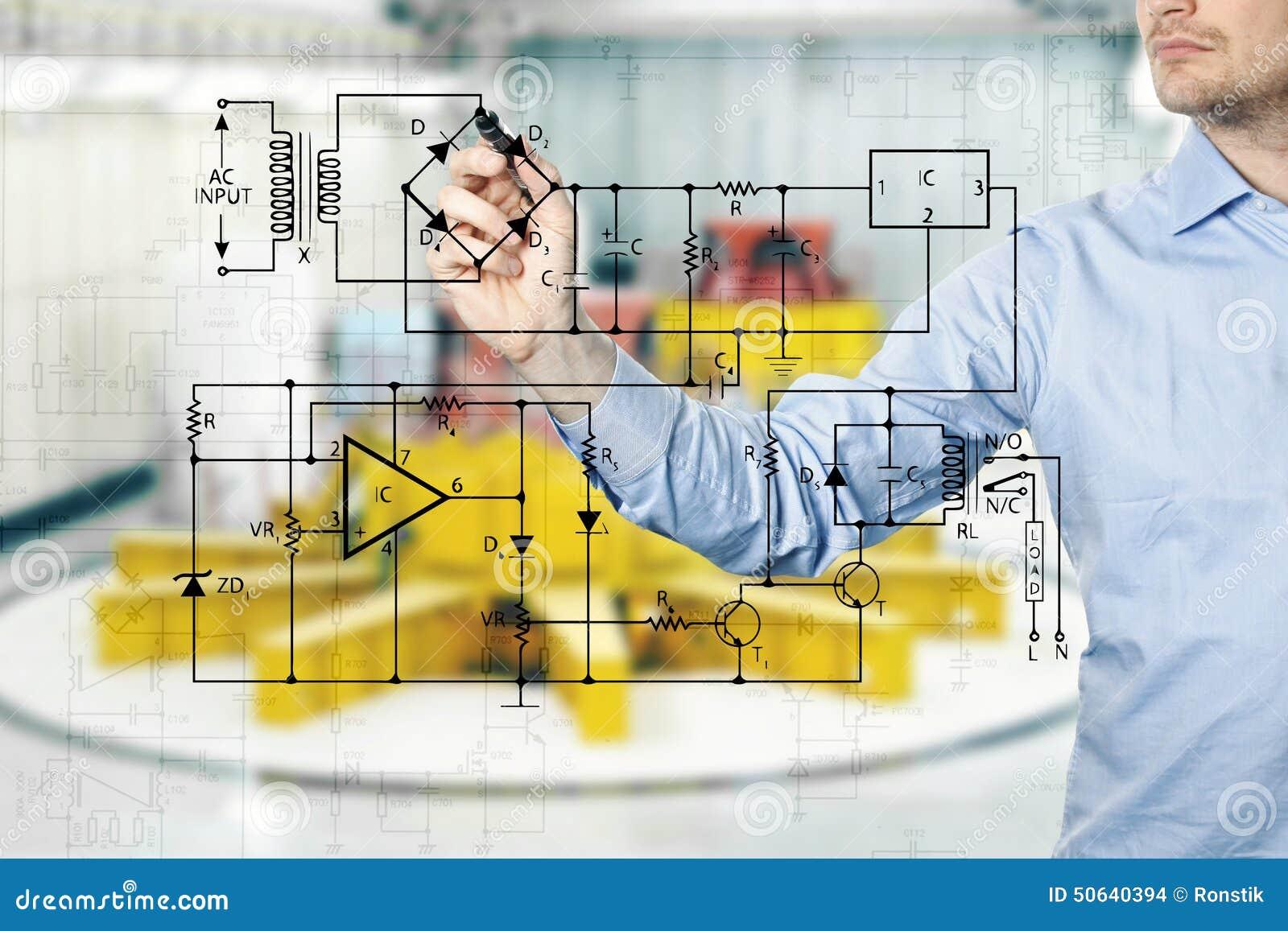Elektroingenieur Zeichnet Ein Diagramm Eines Stromkreises Stockfoto ...