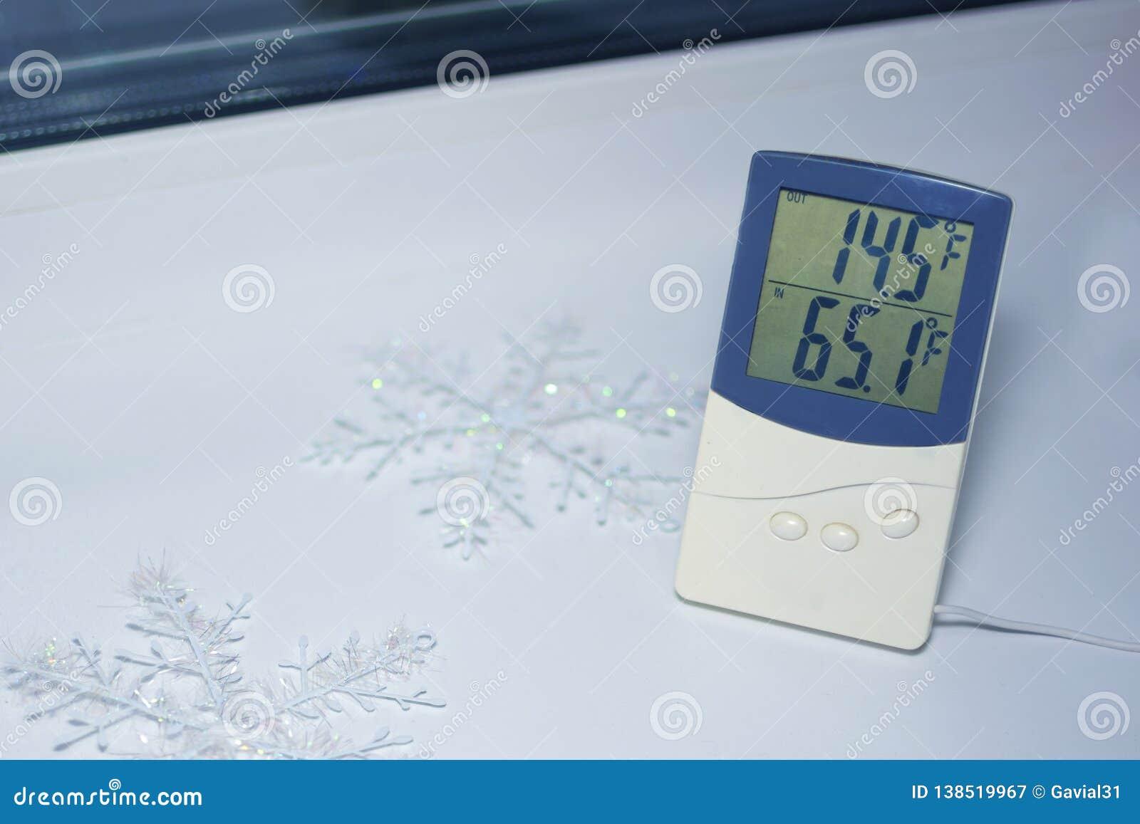 Elektroniczny termometr lokalizuje na windowsill