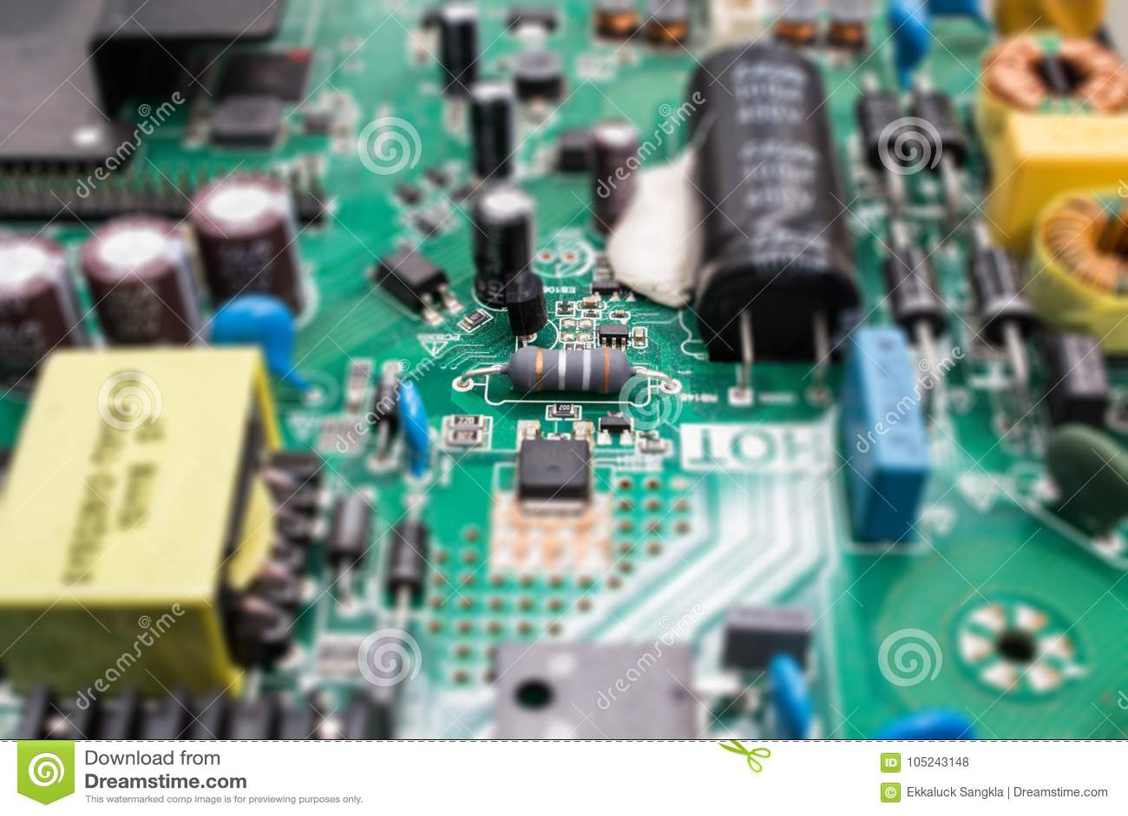 Elektronika rozdzielają na głównej deski układu scalonego i opornika technologii