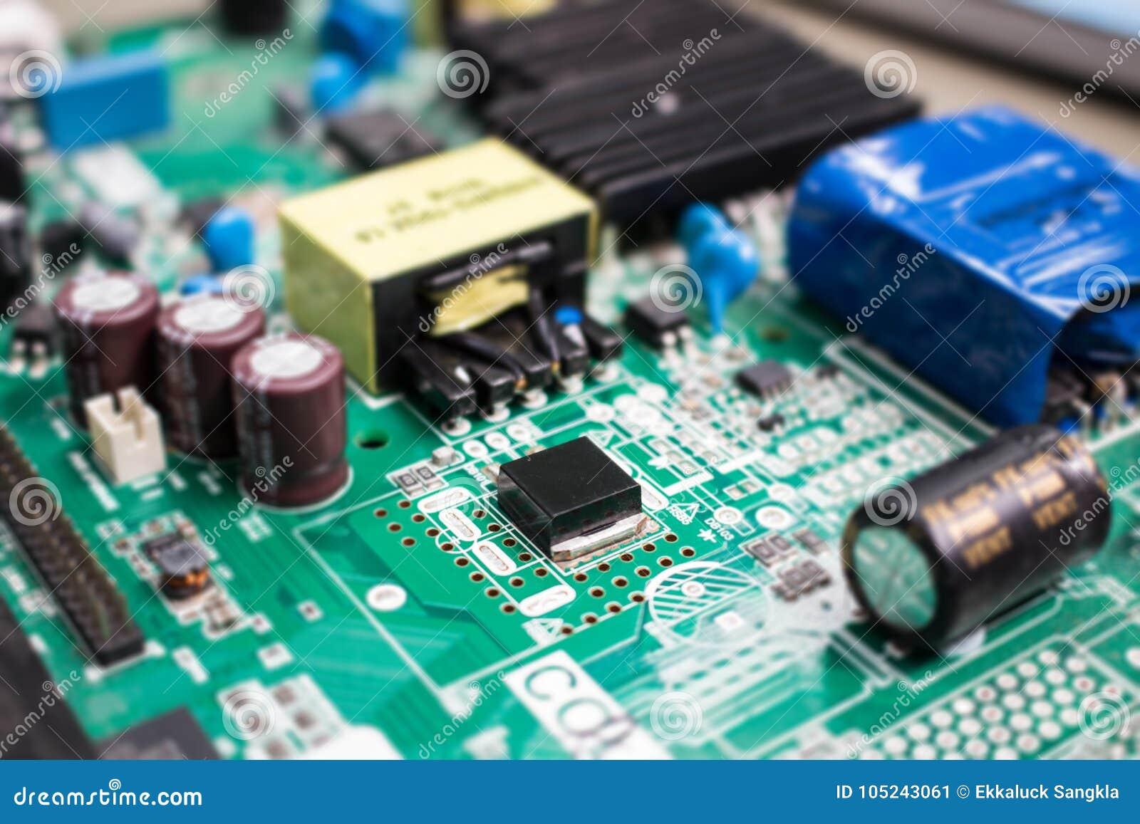 Elektroniken särar på motstånds- och chipteknologi för huvudsakligt bräde