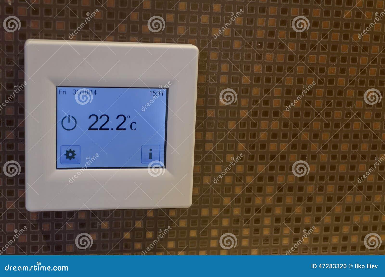 Elektronischer Thermometer Im Badezimmer Stockfoto   Bild von ...