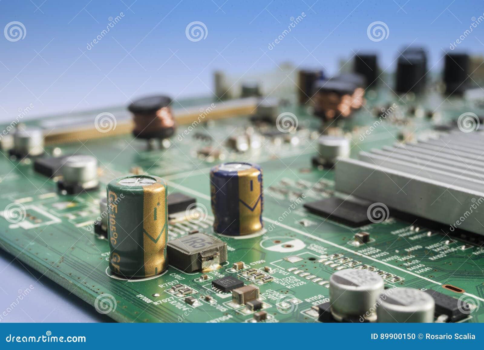 Elektronisk strömkrets